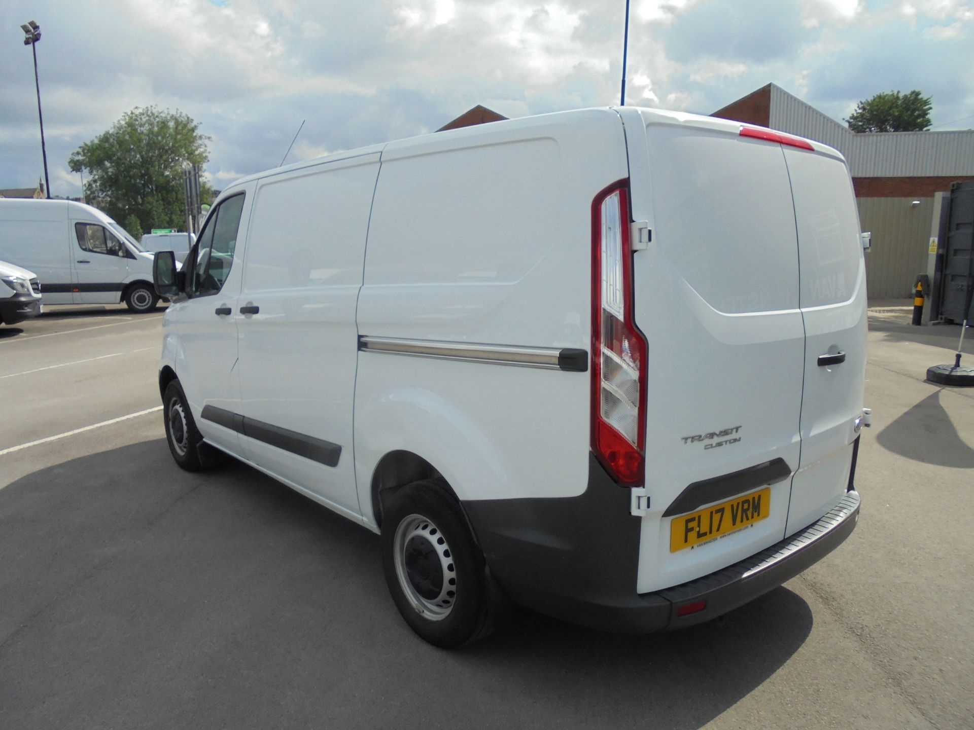 2017 Ford Transit Custom 2.0 Tdci 105Ps Low Roof Van VALUE RANGE VEHICLE CONDITION REFLECTED IN PRICE* (FL17VRM) Image 5