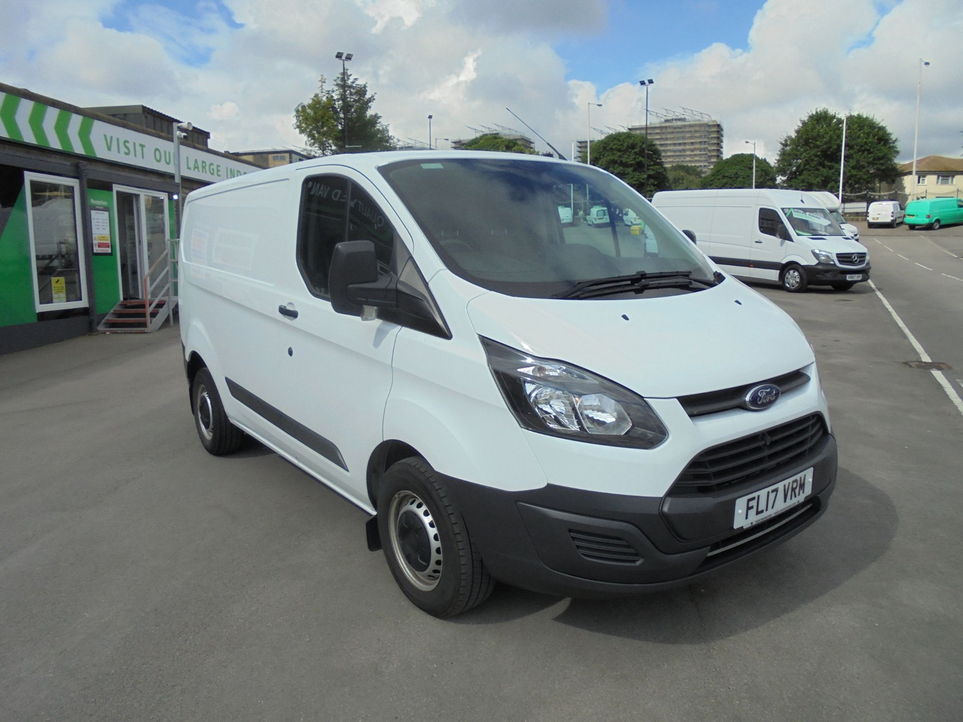 2017 Ford Transit Custom 2.0 Tdci 105Ps Low Roof Van VALUE RANGE VEHICLE CONDITION REFLECTED IN PRICE* (FL17VRM) Image 1