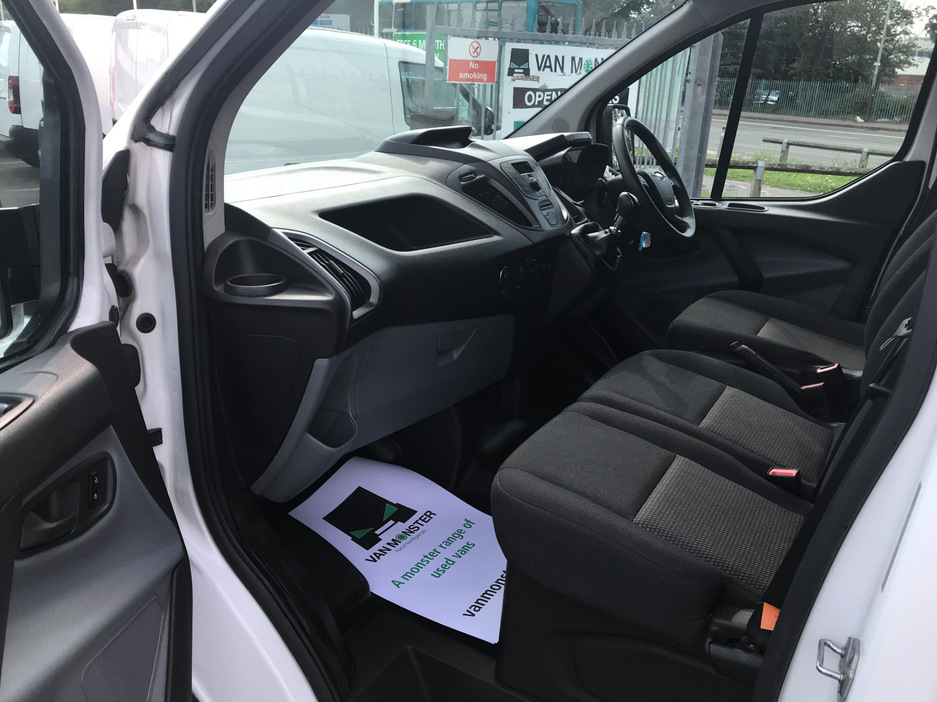 2017 Ford Transit Custom  290 L1 DIESEL FWD 2.0 TDCI 105PS LOW ROOF VAN EURO 6 (FL17WCX) Image 17