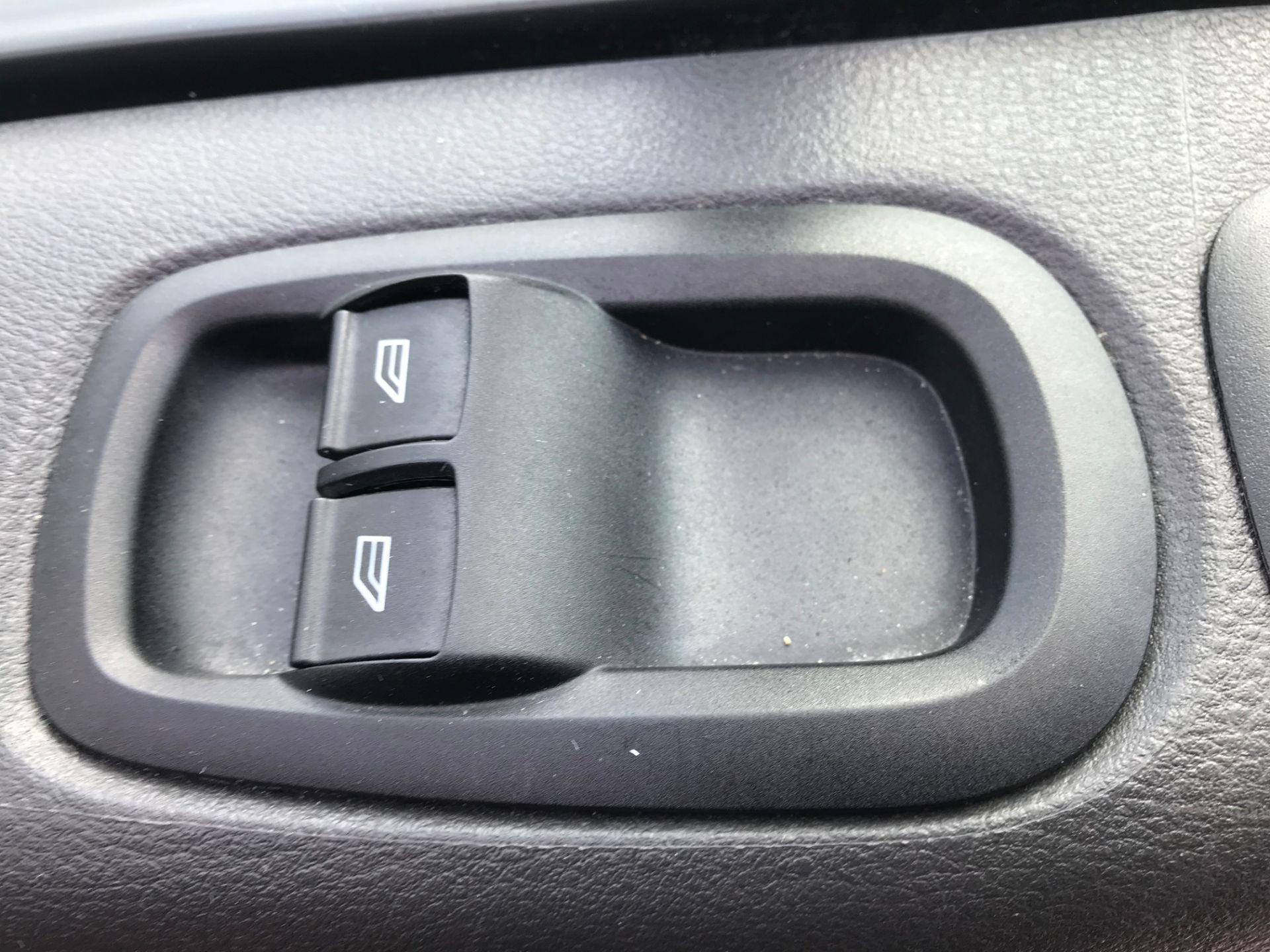 2017 Ford Transit Custom  290 L1 DIESEL FWD 2.0 TDCI 105PS LOW ROOF VAN EURO 6 (FL17WCX) Image 18