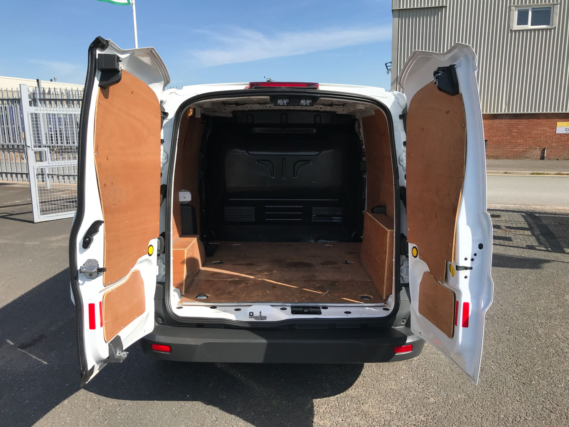 2018 Ford Transit Connect T200 L1 H1 1.5TDCI 75PS EURO 6 (FL18WUJ) Image 16