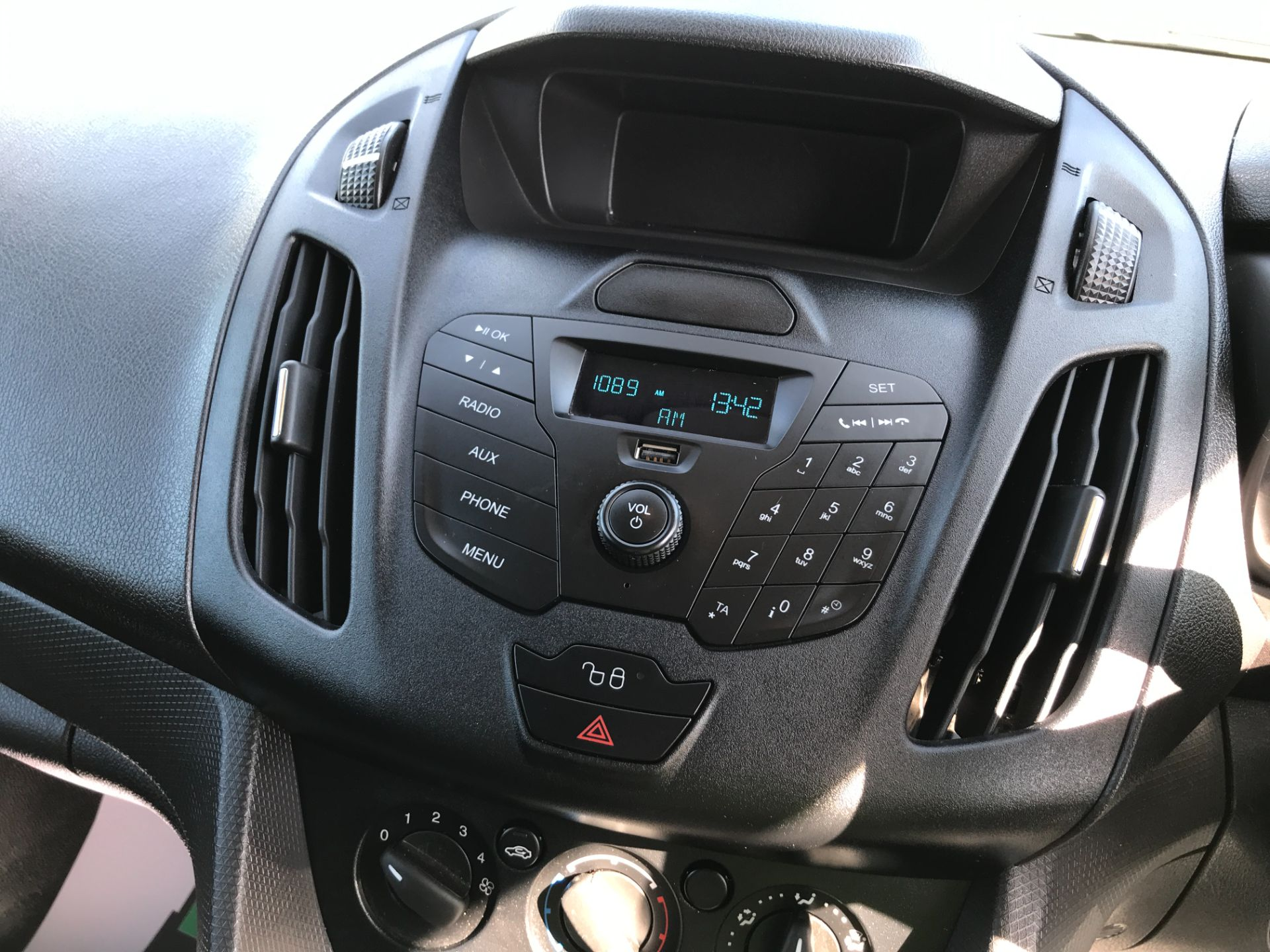 2018 Ford Transit Connect T200 L1 H1 1.5TDCI 75PS EURO 6 (FL18WUJ) Image 3