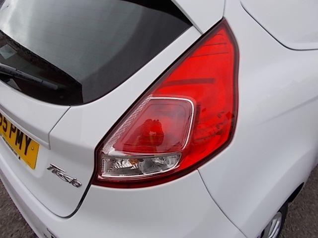2015 Ford Fiesta  DIESEL 1.5 TDCI VAN EURO 5/6 (FL65PMY) Image 23