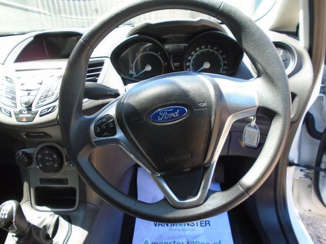 2015 Ford Fiesta  DIESEL 1.5 TDCI VAN EURO 6 (FL65PNV) Image 18