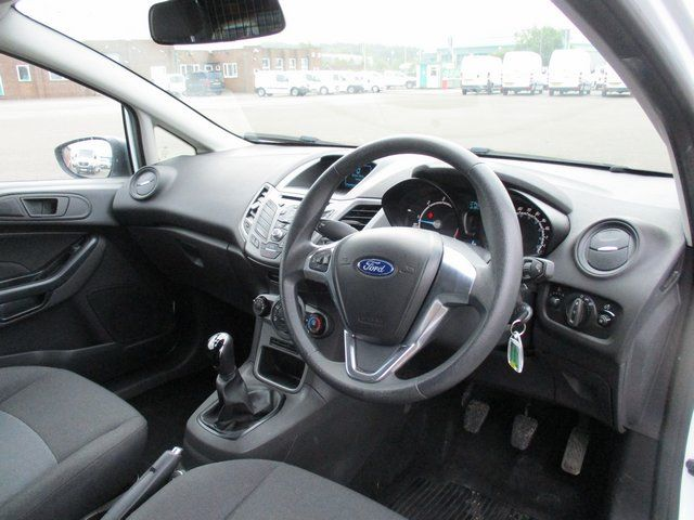 2015 Ford Fiesta DIESEL 1.5 TDCI VAN EURO 6. AIR CON (FL65RYU) Image 13