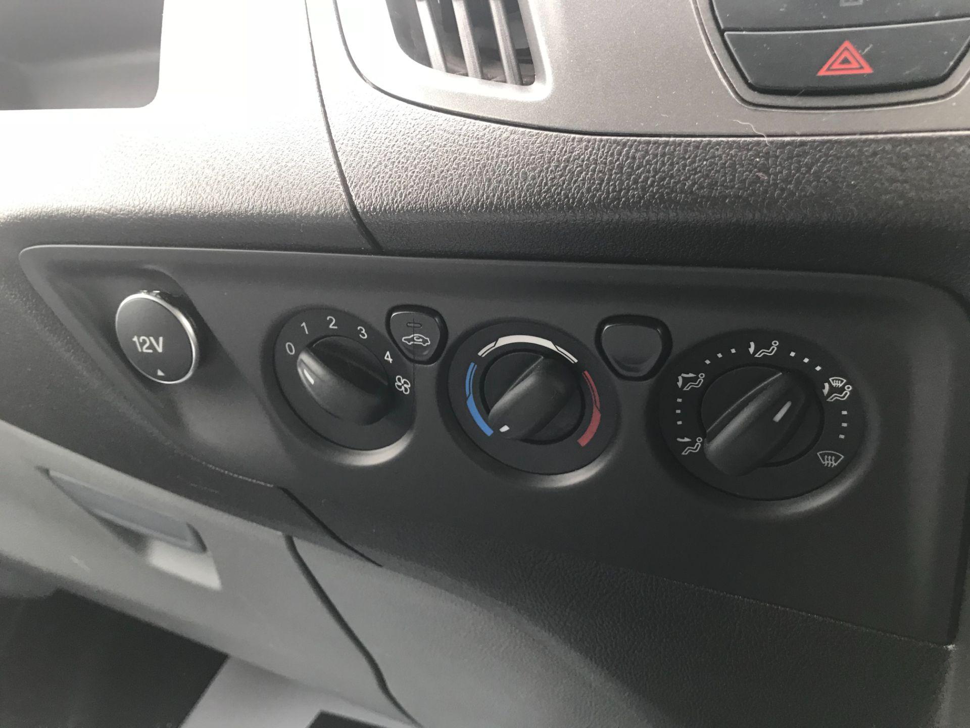 2015 Ford Transit Custom 290 L2 DIESEL FWD 2.2 TDCI 100PS HIGH ROOF VAN EURO 5 (FL65SKX) Image 29