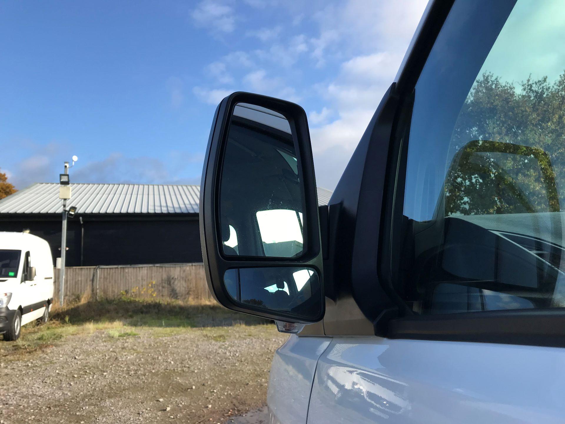 2017 Ford Transit Custom  310  L2  LOW ROOF  KOMBI 130PS EURO 6 (FL67PHA) Image 12