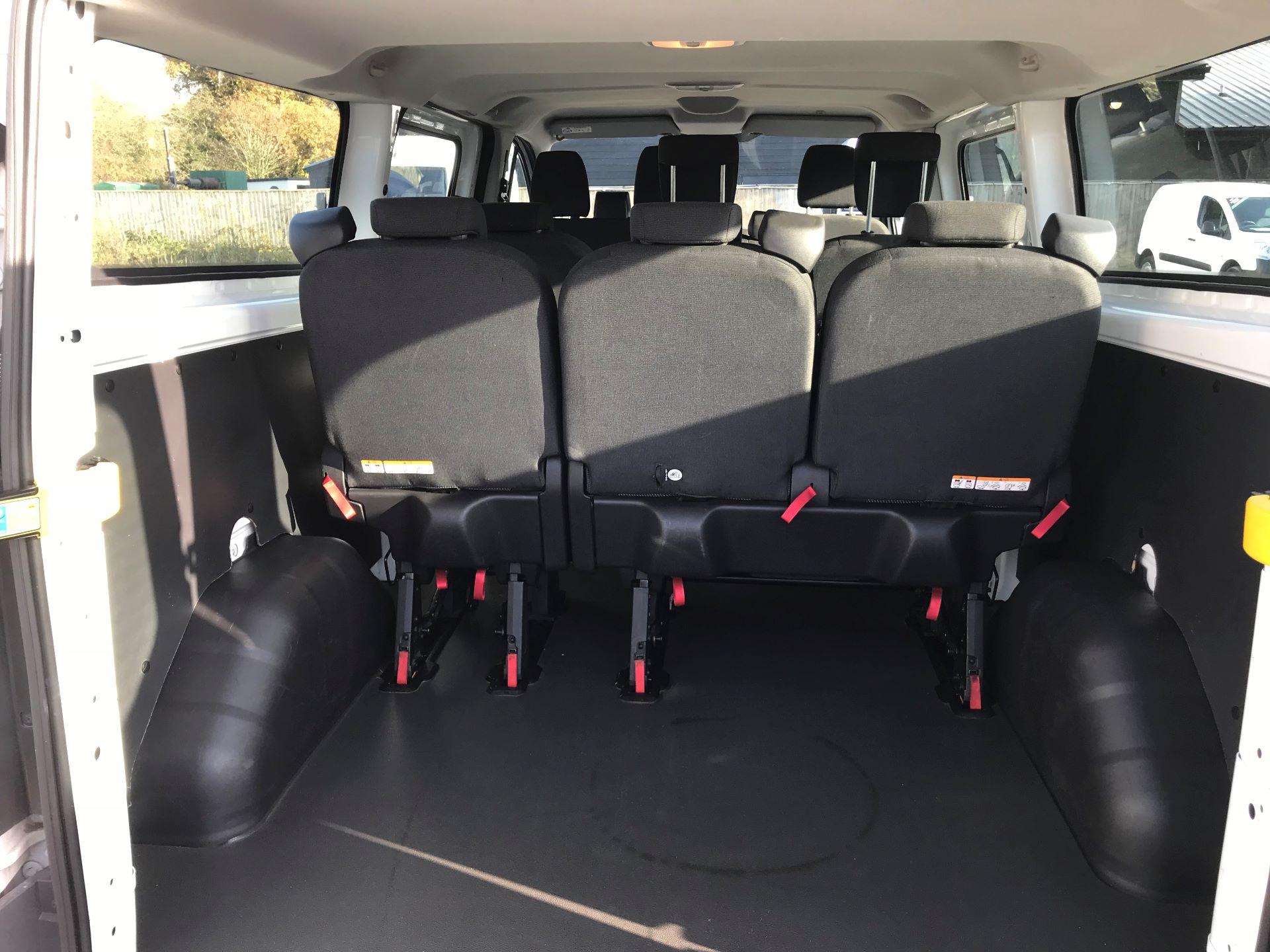 2017 Ford Transit Custom  310  L2  LOW ROOF  KOMBI 130PS EURO 6 (FL67PHA) Image 8