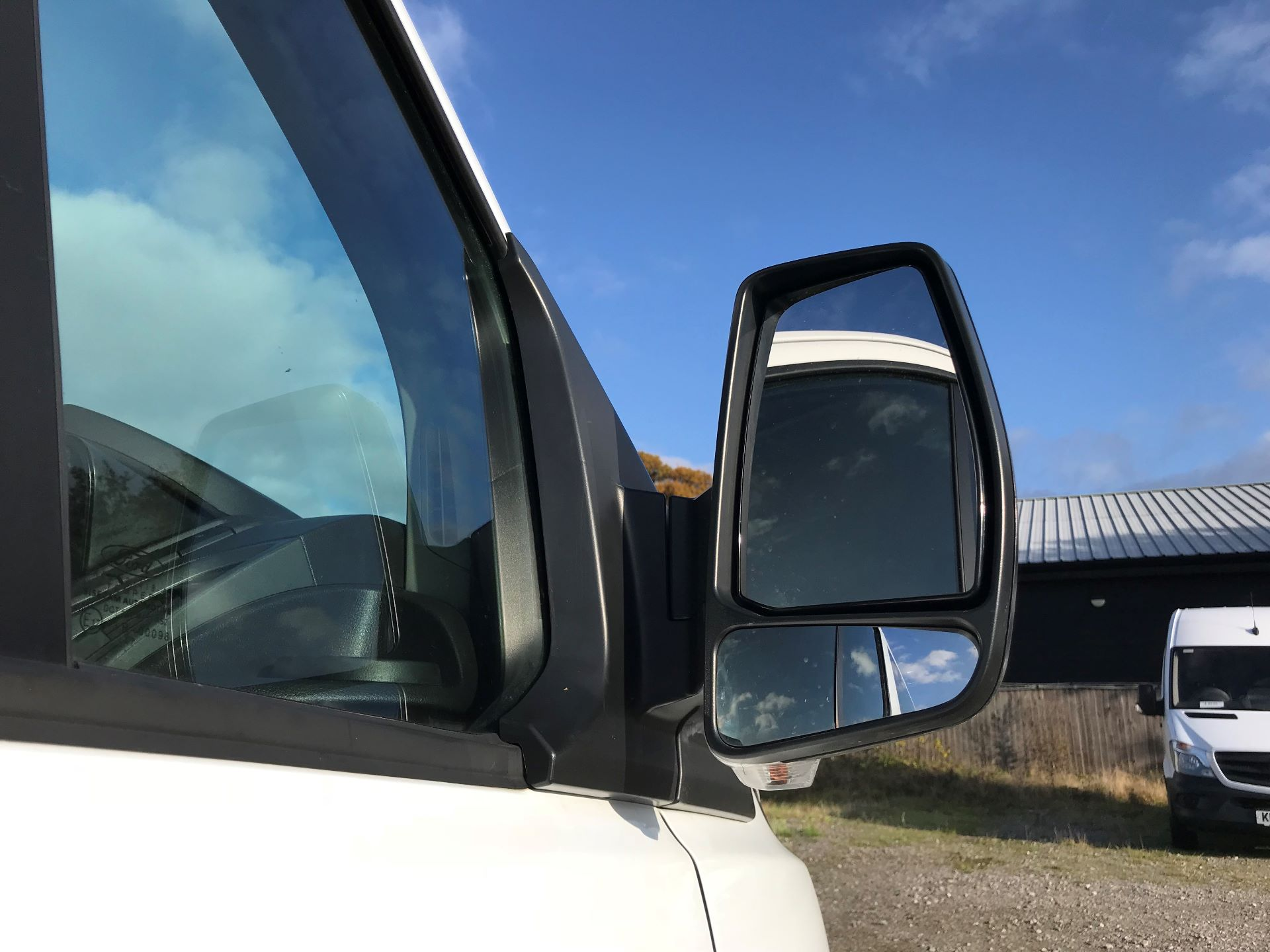 2017 Ford Transit Custom  310  L2  LOW ROOF  KOMBI 130PS EURO 6 (FL67PHA) Image 13