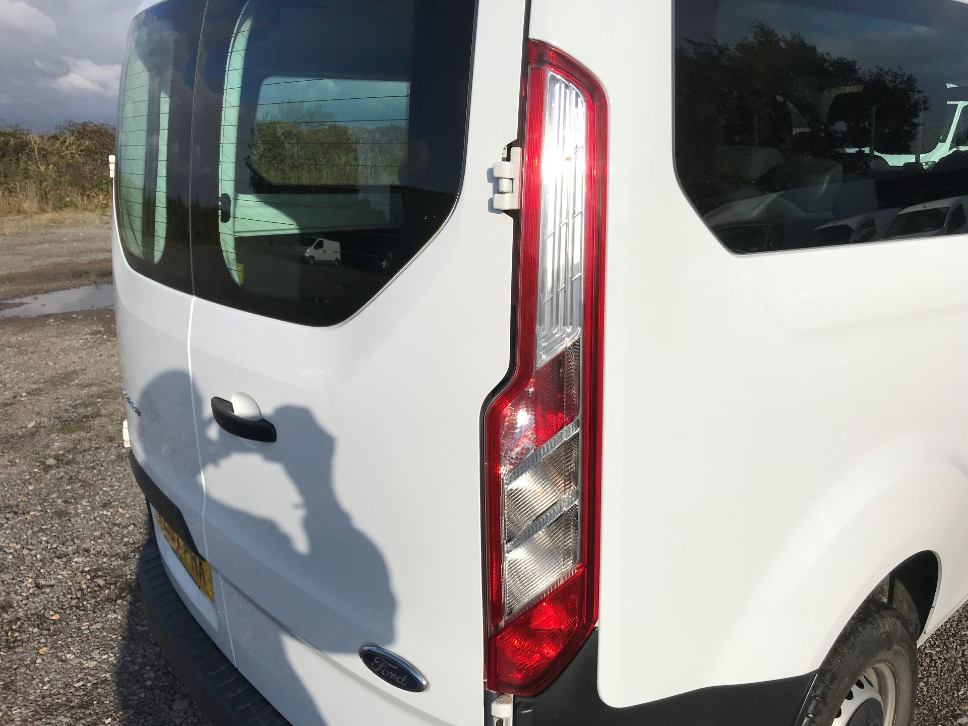2017 Ford Transit Custom  310  L2  LOW ROOF  KOMBI 130PS EURO 6 (FL67PHA) Image 16