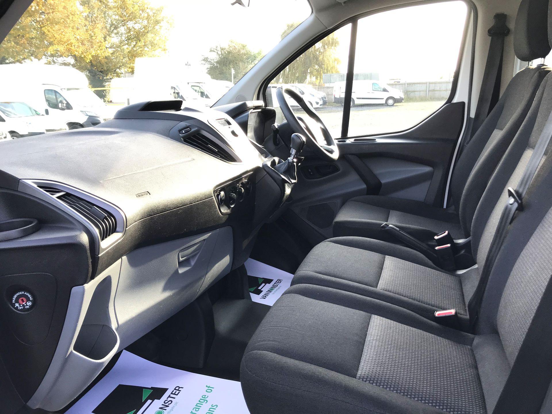 2017 Ford Transit Custom  310  L2  LOW ROOF  KOMBI 130PS EURO 6 (FL67PHA) Image 21