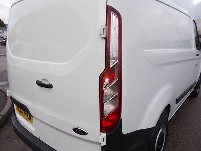 2017 Ford Transit Custom  290 L1 DIESEL FWD 2.0 TDCI 105PS LOW ROOF VAN EURO 6 (FL67PKN) Image 29