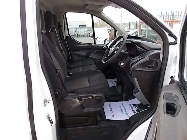 2017 Ford Transit Custom  290 L1 DIESEL FWD 2.0 TDCI 105PS LOW ROOF VAN EURO 6 (FL67PUE) Thumbnail 12