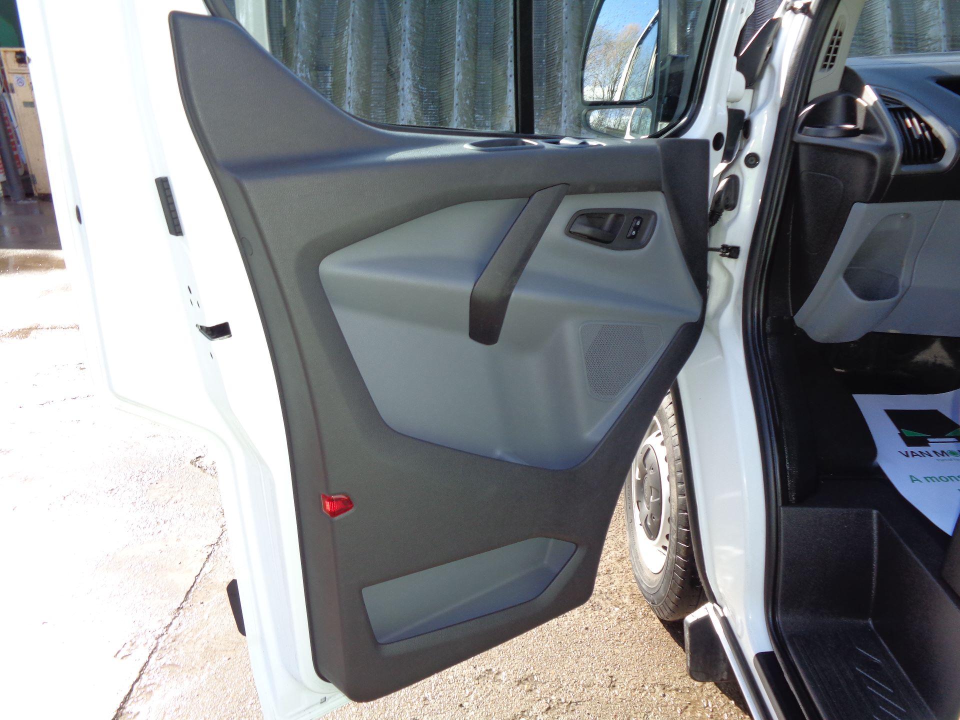 2017 Ford Transit Custom  290 L1 DIESEL FWD 2.0 TDCI 105PS LOW ROOF VAN EURO 6 (FL67RGO) Image 13