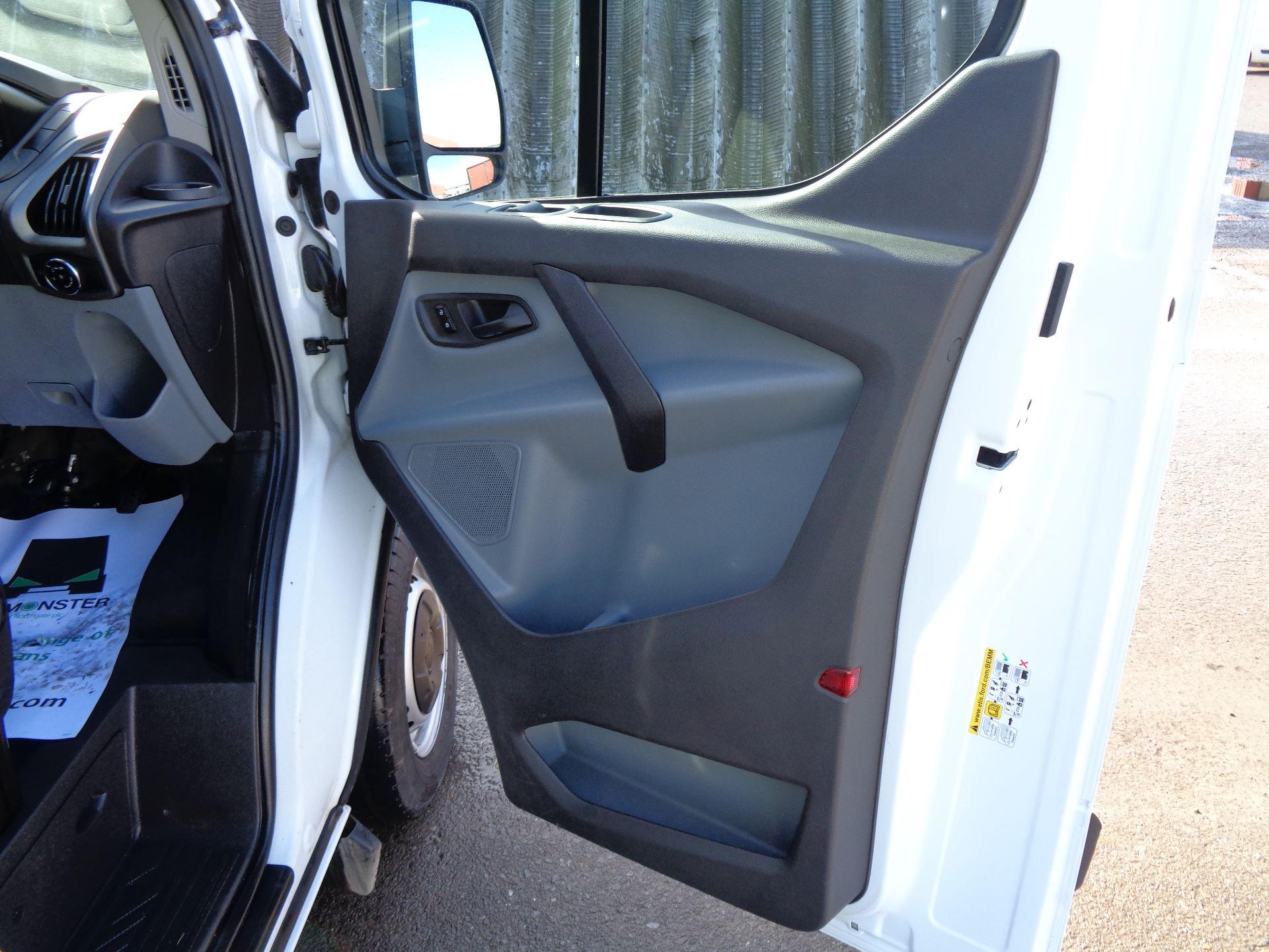 2017 Ford Transit Custom  290 L1 DIESEL FWD 2.0 TDCI 105PS LOW ROOF VAN EURO 6 (FL67RGO) Image 15