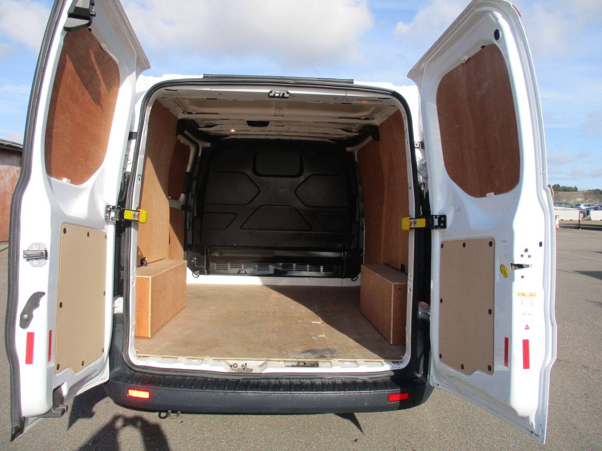 2017 Ford Transit Custom 290 L1 DIESEL FWD 2.0 TDCI 105PS LOW ROOF VAN EURO 6 (FL67RWZ) Image 10
