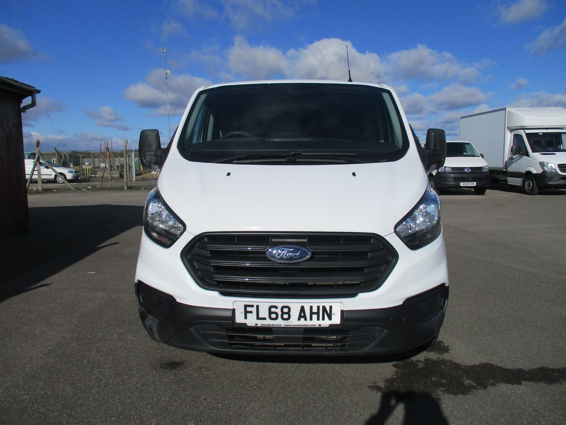2018 Ford Transit Custom 300 L1 DIESEL FWD 2.0 TDCI 105PS LOW ROOF VAN EURO 6 (FL68AHN) Image 2