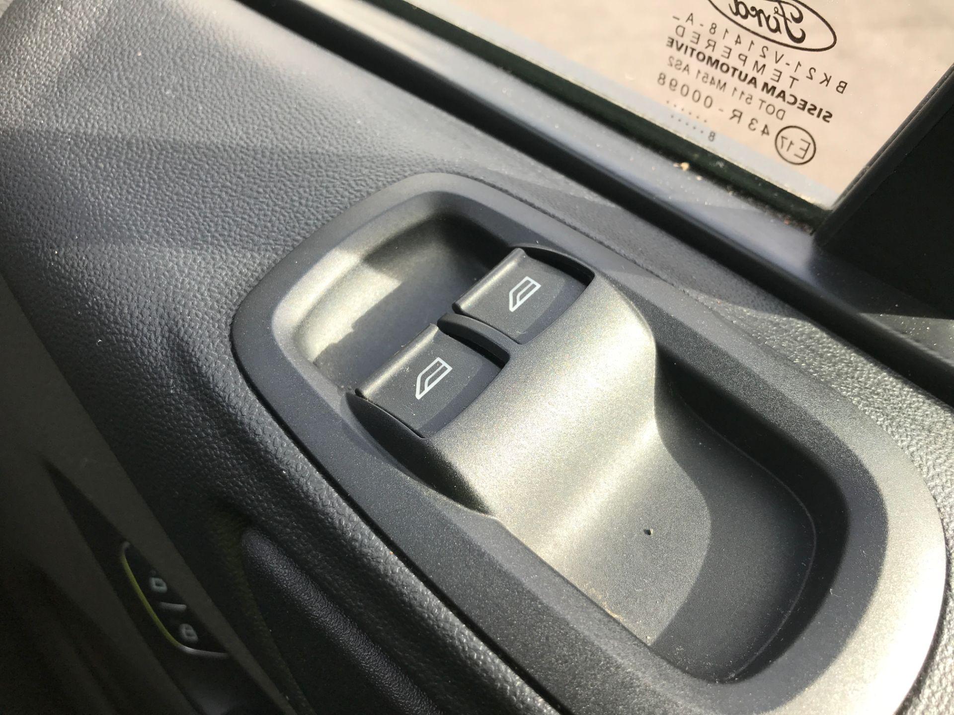 2018 Ford Transit Custom 320 L2 2.0TDCI 130PS 9 SEAT MINIBUS EURO 6 (FL68AOB) Image 27