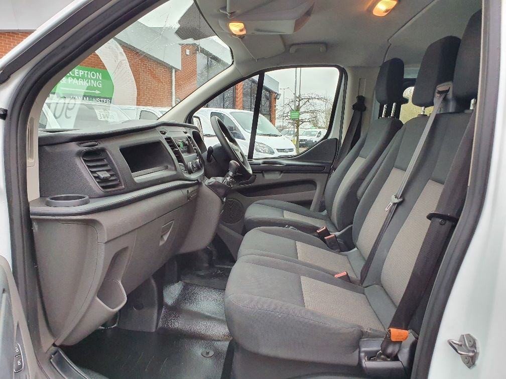 2018 Ford Transit Custom CREW 300 BASE 2.0 105PS EURO 6 (FL68AWJ) Image 17