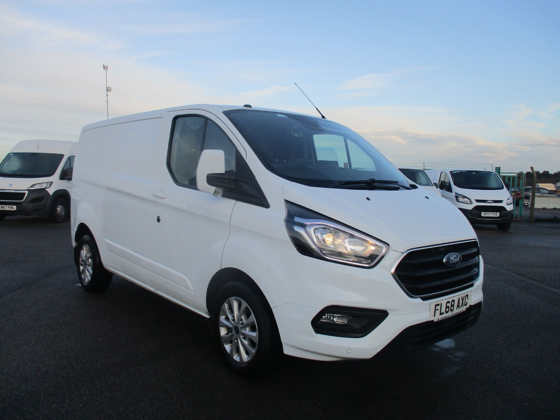 Ford Transit Custom >> Ford Transit Custom Minibuses For Sale Glasgow Van Monster