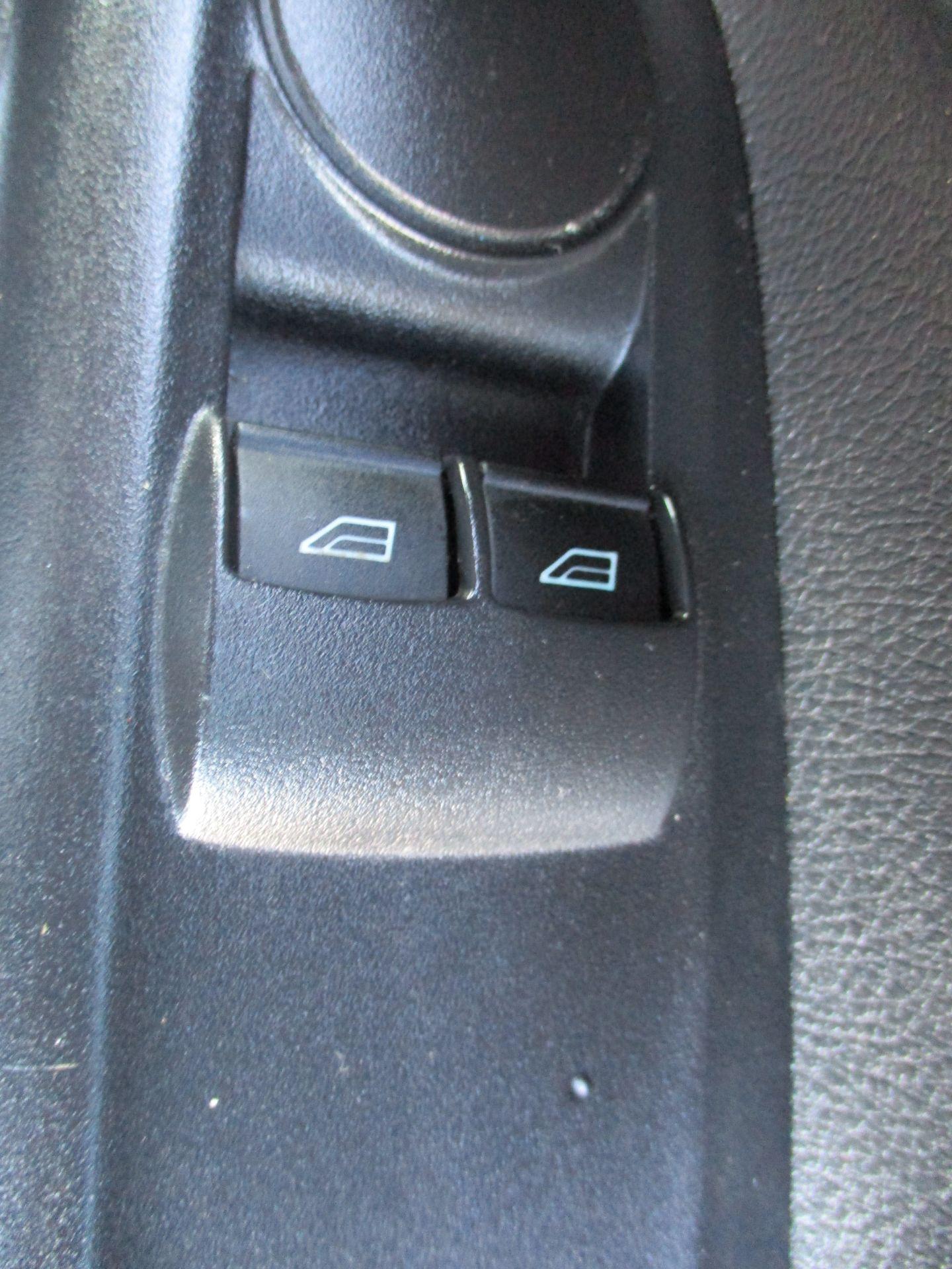 2016 Ford Transit Connect 1.5 Tdci 75Ps Van (FM16EVJ) Image 17