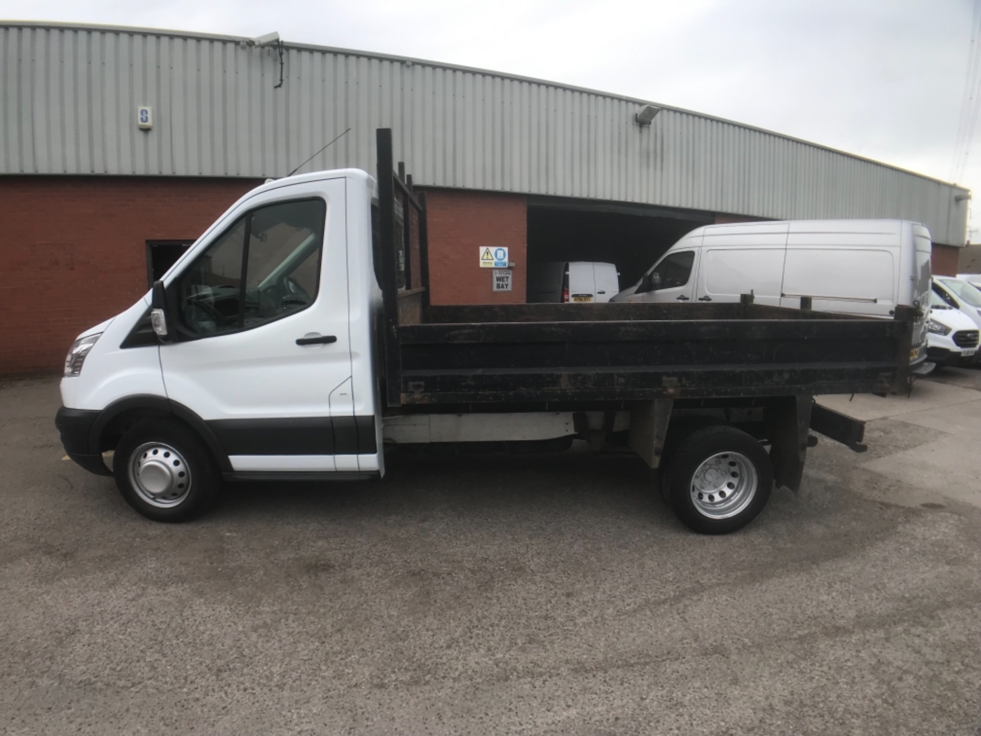 2016 Ford Transit  350 L2 SINGLE CAB TIPPER 125PS EURO 5 (FM16UCY) Image 9