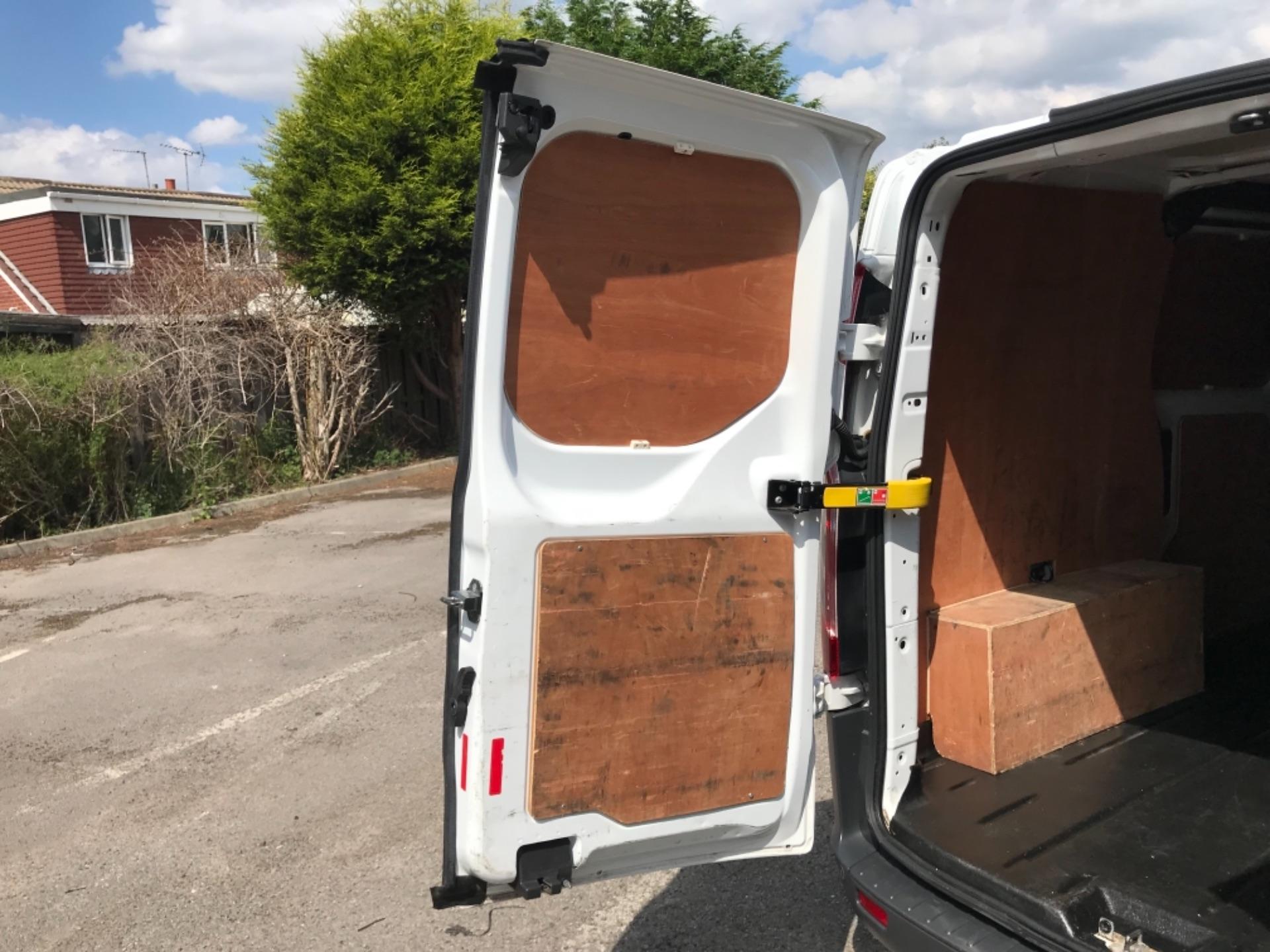 2017 Ford Transit Custom 2.0 Tdci 130Ps Low Roof Trend Van EURO 6 (FM17VRR) Image 40