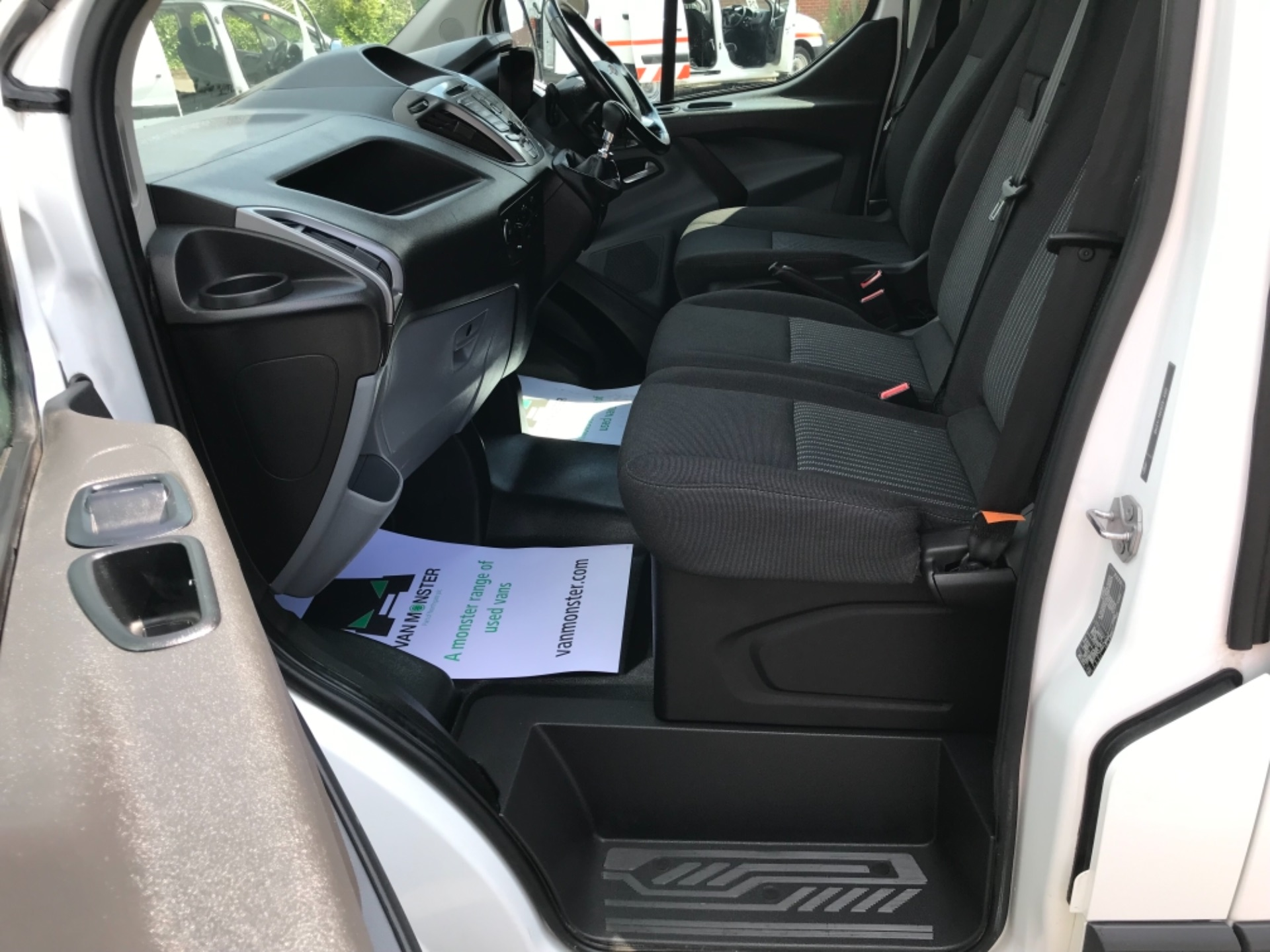 2017 Ford Transit Custom 2.0 Tdci 130Ps Low Roof Trend Van EURO 6 (FM17VRR) Image 29