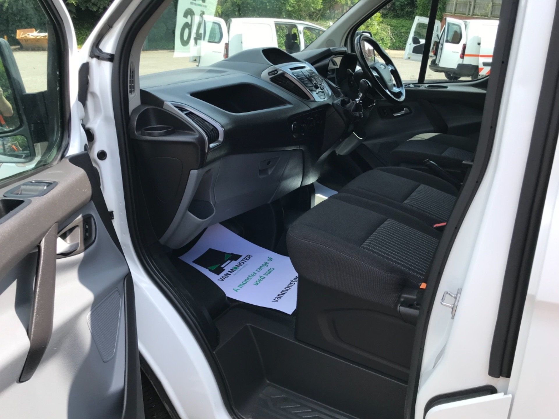 2017 Ford Transit Custom 2.0 Tdci 130Ps Low Roof Trend Van EURO 6 (FM17VRR) Image 27