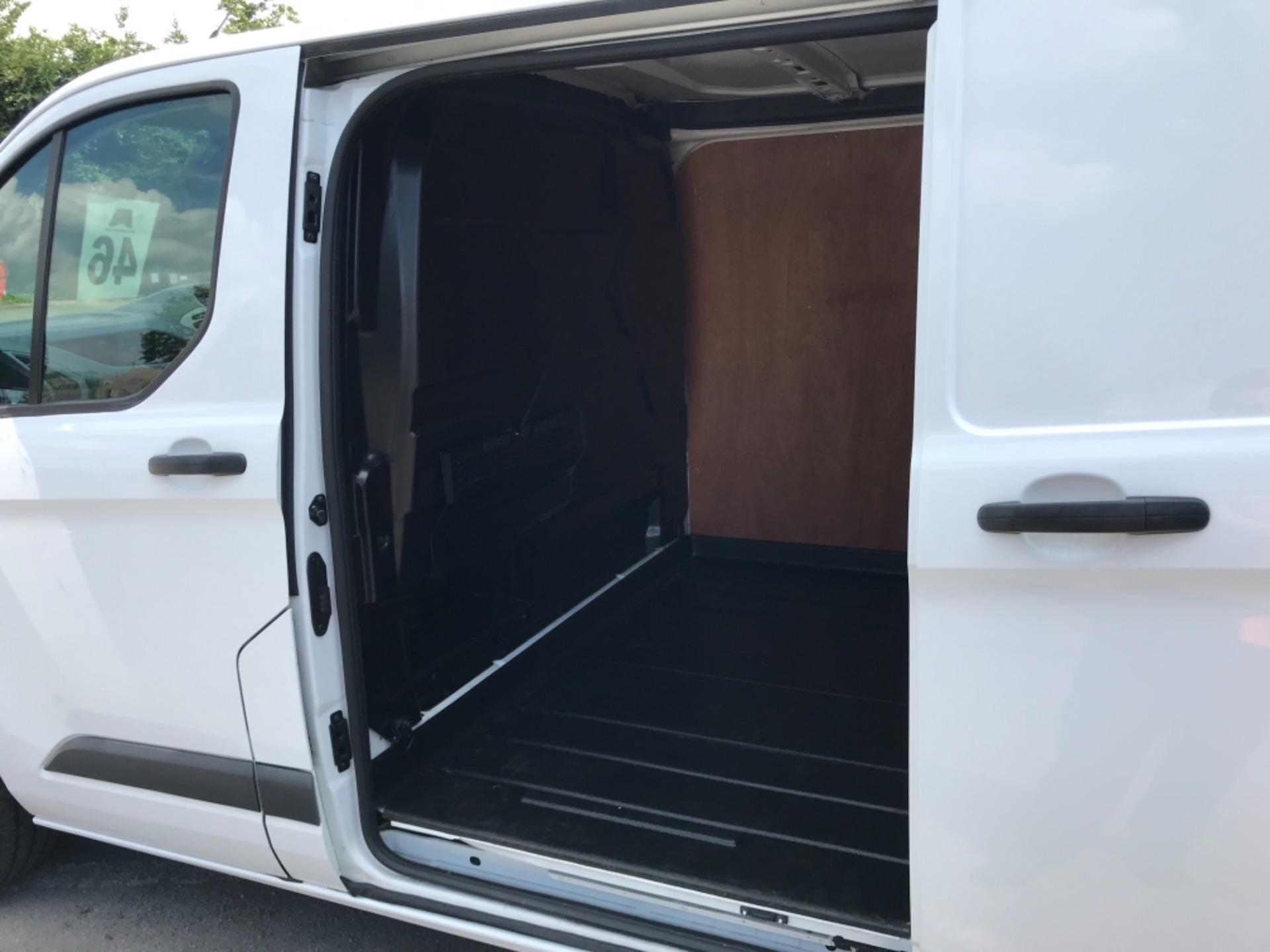 2017 Ford Transit Custom 2.0 Tdci 130Ps Low Roof Trend Van EURO 6 (FM17VRR) Image 32