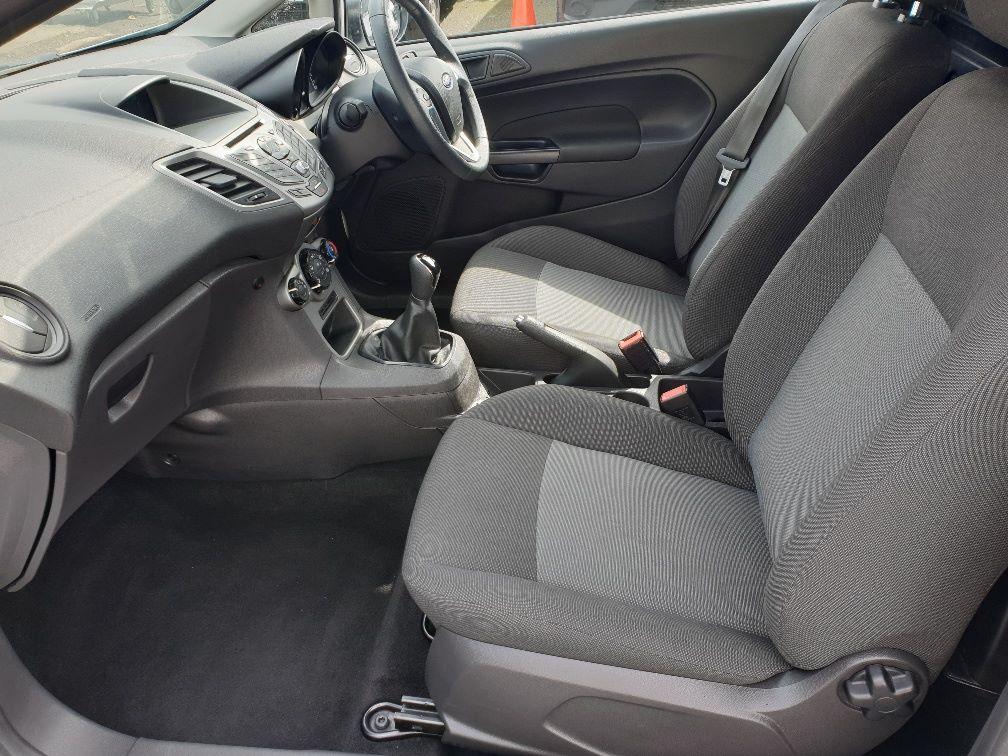 2016 Ford Fiesta DIESEL 1.5 TDCI VAN EURO 6 (FN16UUX) Image 5