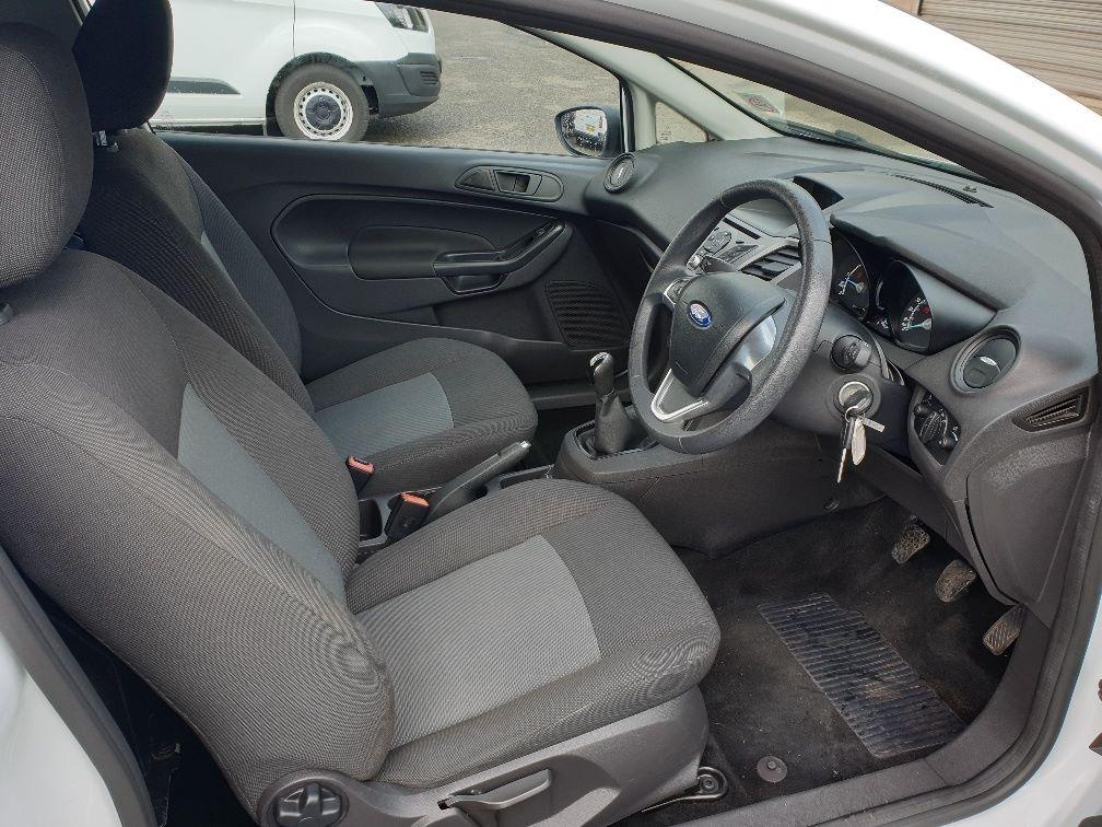 2016 Ford Fiesta DIESEL 1.5 TDCI VAN EURO 6 (FN16UUX) Image 13