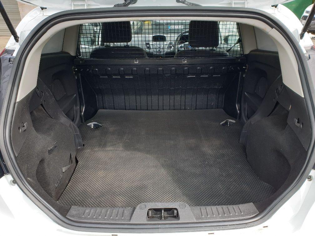 2016 Ford Fiesta DIESEL 1.5 TDCI VAN EURO 6 (FN16UUX) Image 8