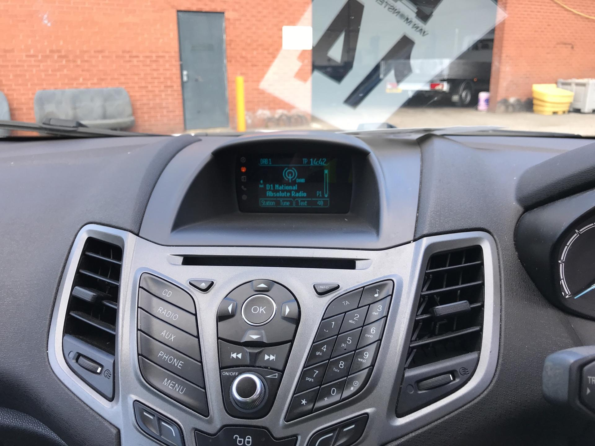 2016 Ford Fiesta 1.5 Tdci Van EURO 5 (FN16UVR) Image 10