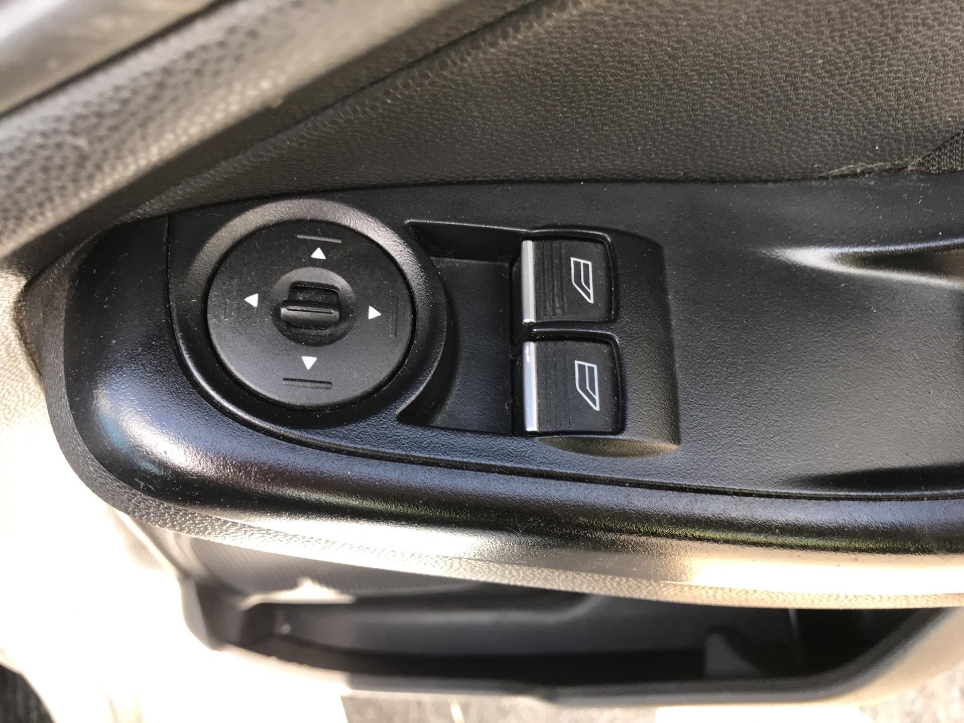 2016 Ford Fiesta 1.5 Tdci Van EURO 5 (FN16UVR) Image 16