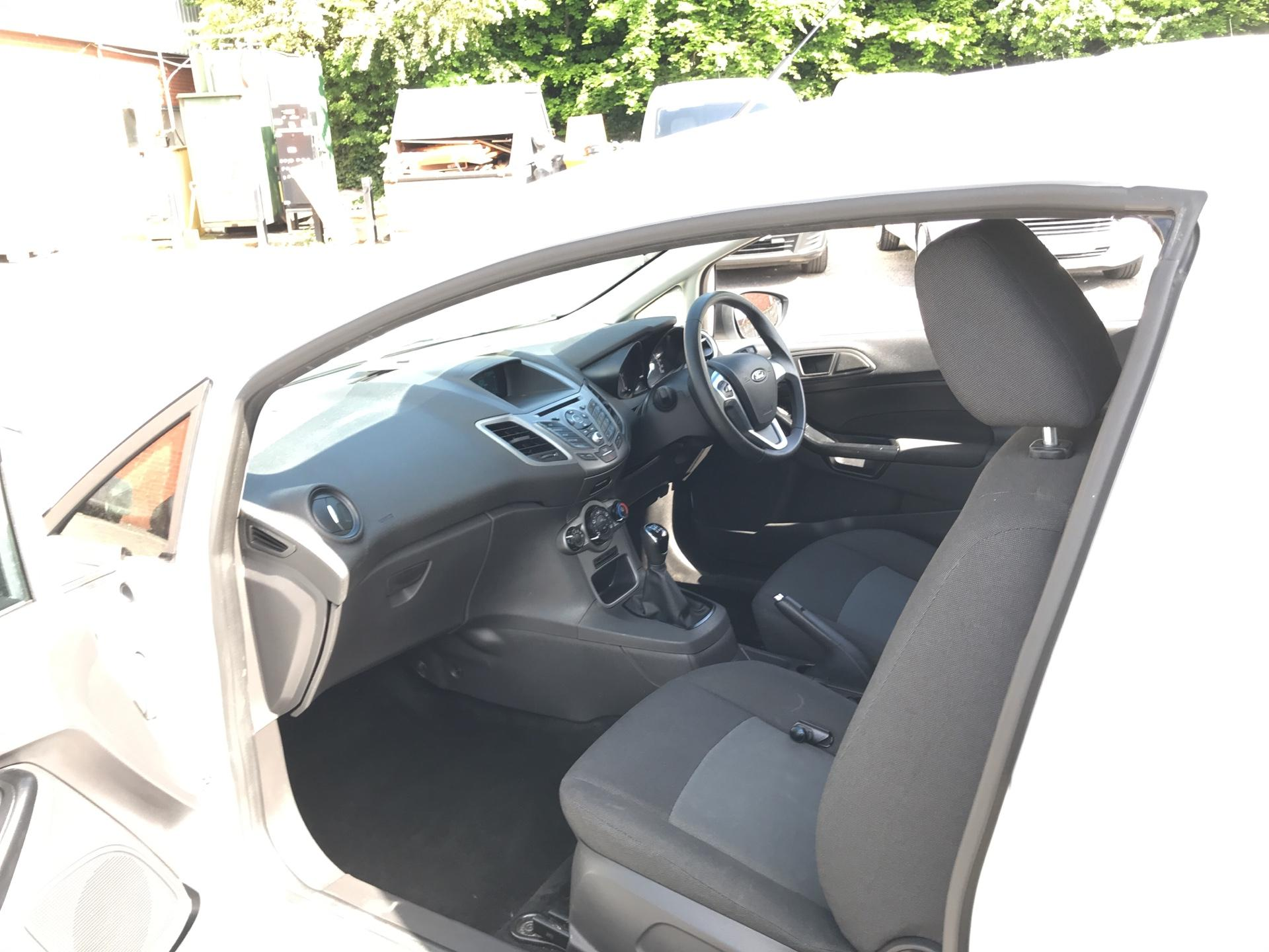2016 Ford Fiesta 1.5 Tdci Van EURO 5 (FN16UVR) Image 14