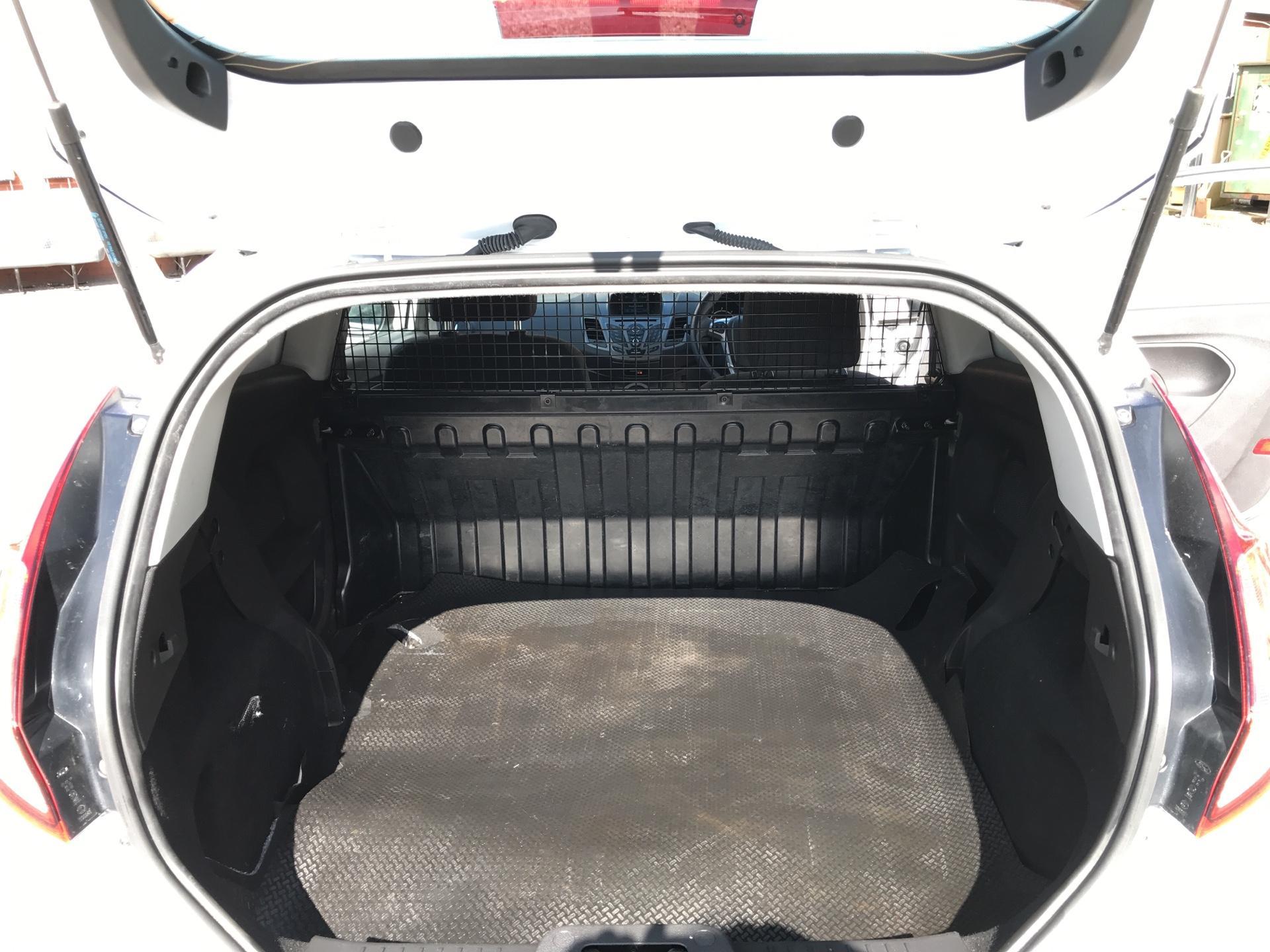 2016 Ford Fiesta 1.5 Tdci Van EURO 5 (FN16UVR) Image 8