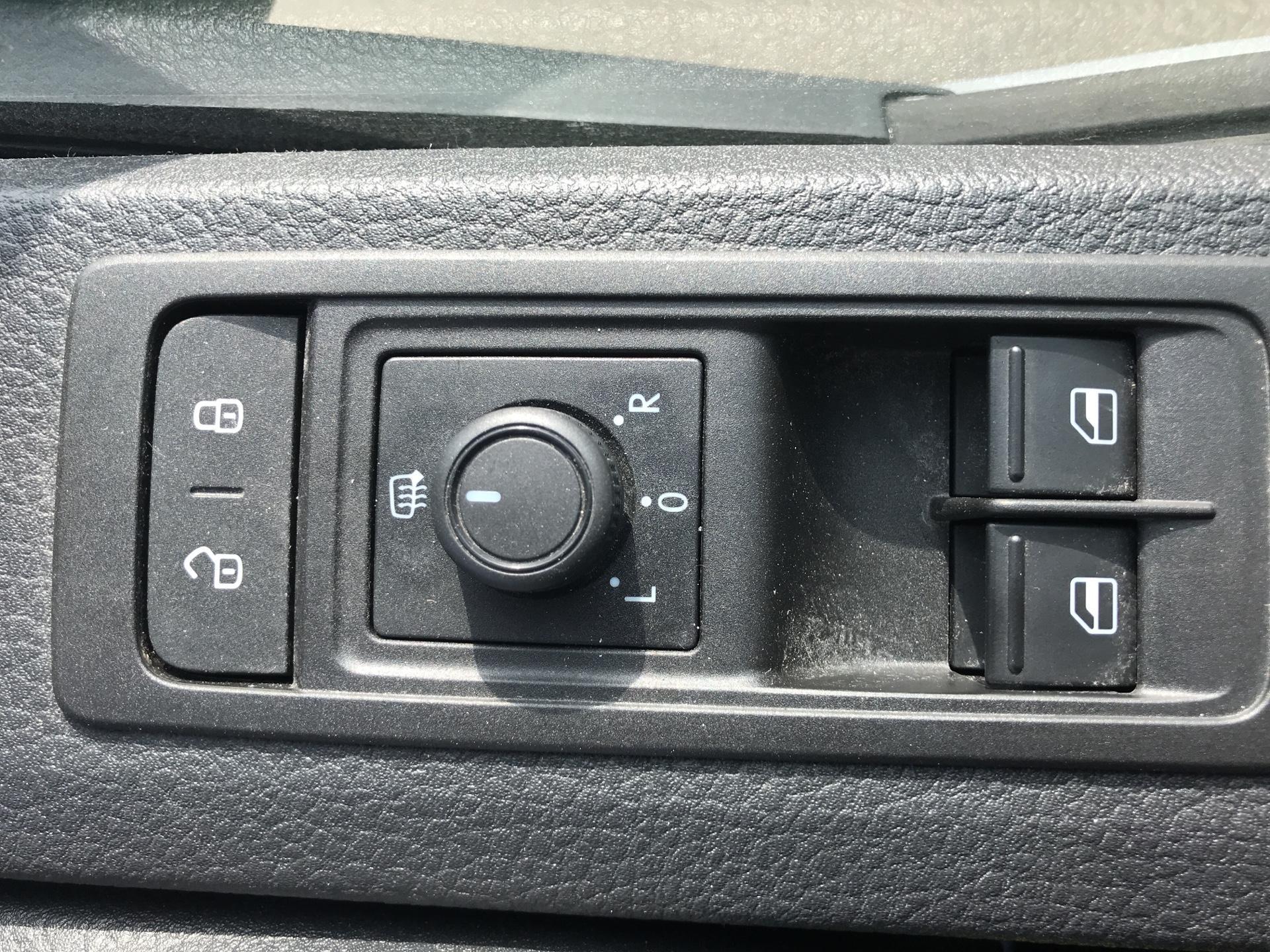 2017 Volkswagen Transporter 2.0 Tdi Bmt 102 Startline Van Euro 6 (FN17YGT) Image 29