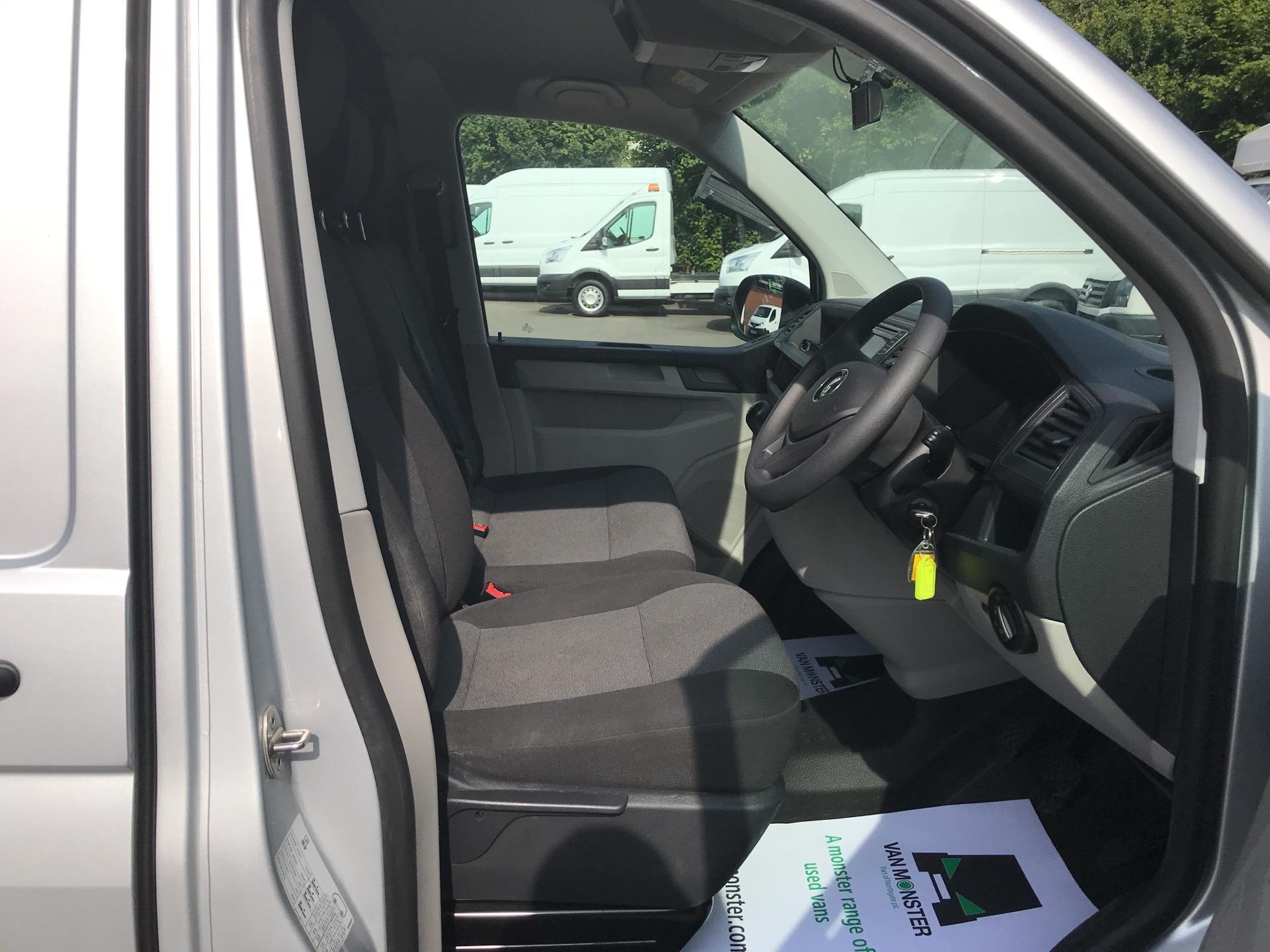 2017 Volkswagen Transporter 2.0 Tdi Bmt 102 Startline Van Euro 6 (FN17YGT) Image 9