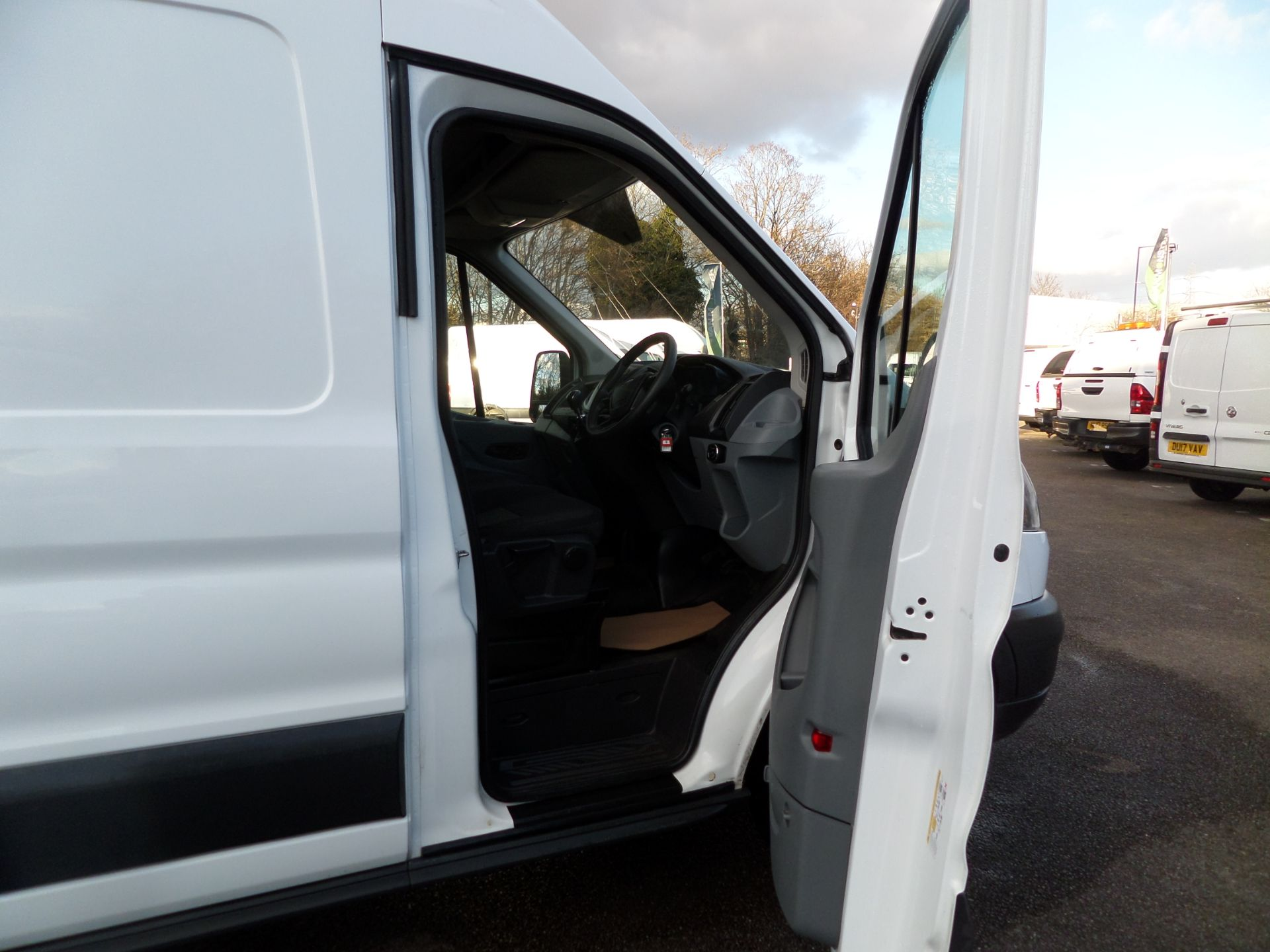 2017 Ford Transit 2.0 Tdci 130Ps H3 Van Euro 6 (FN67ZUD) Image 11