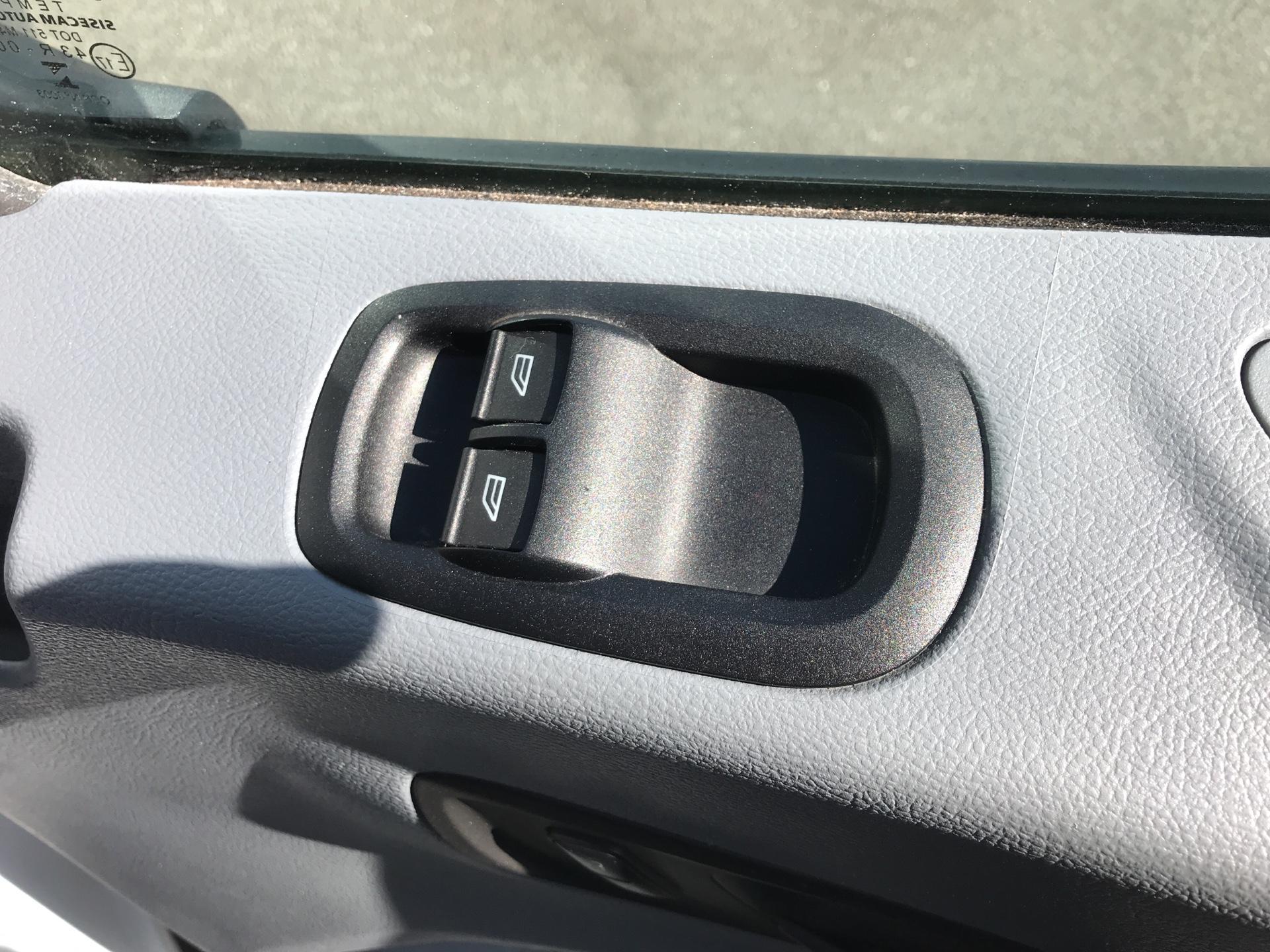 2017 Ford Transit 2.0 Tdci 130Ps H3 Van Euro 6 (FN67ZVW) Image 15