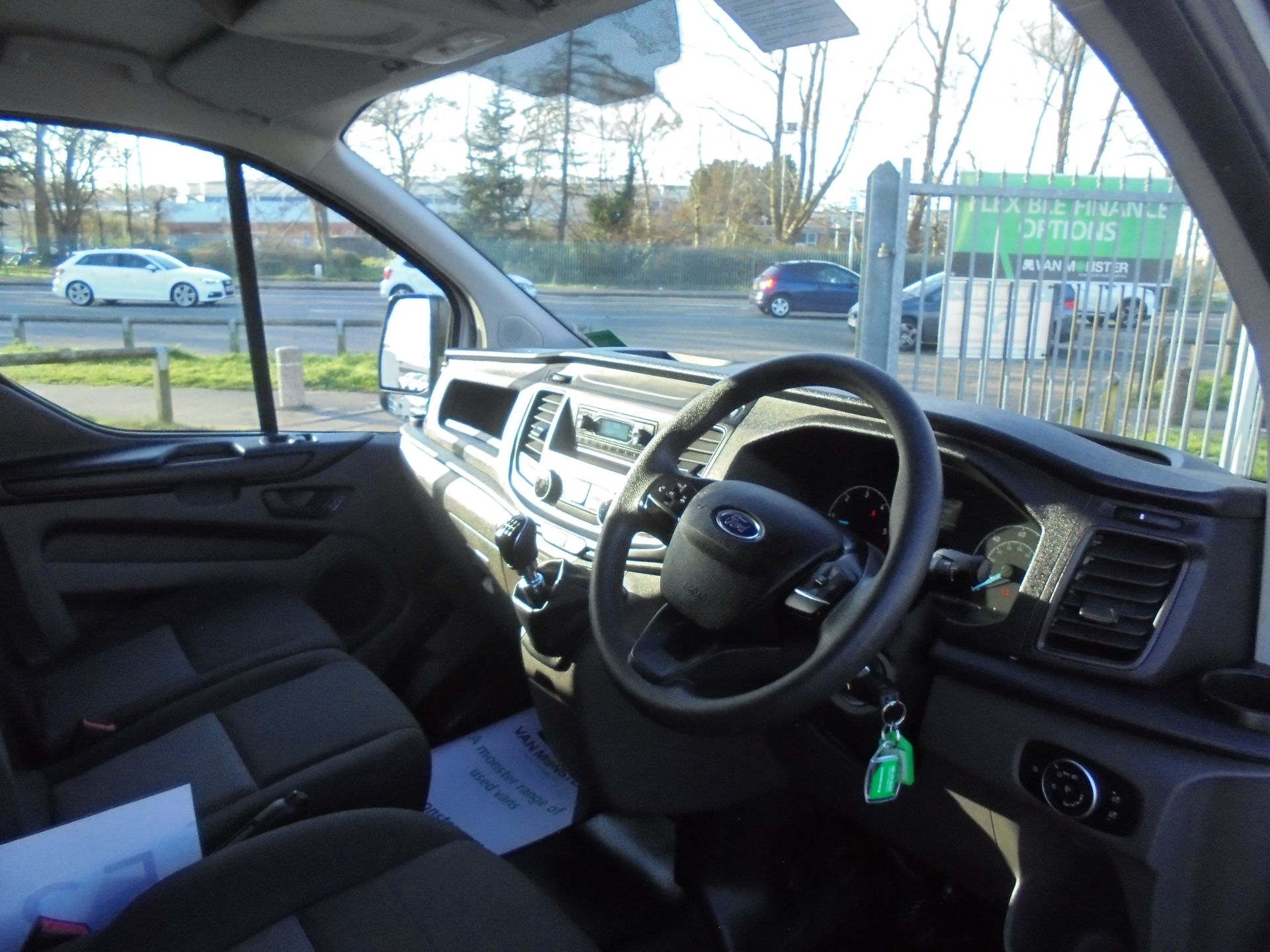 2018 Ford Transit Custom 300 L1 FWD 2.0 TDCI 105PS LOW ROOF EURO 6 (FN68ZFK) Image 11