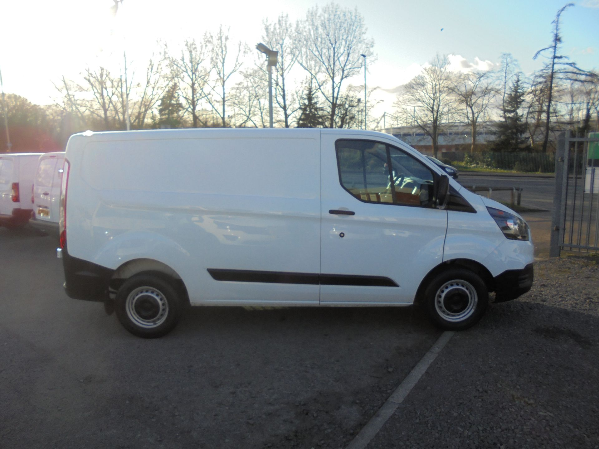 2018 Ford Transit Custom 300 L1 FWD 2.0 TDCI 105PS LOW ROOF EURO 6 (FN68ZFK) Image 2
