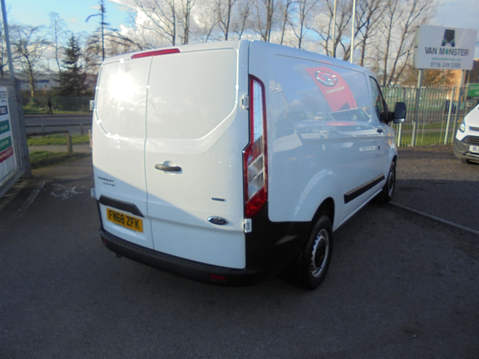 2018 Ford Transit Custom 300 L1 FWD 2.0 TDCI 105PS LOW ROOF EURO 6 (FN68ZFK) Image 3