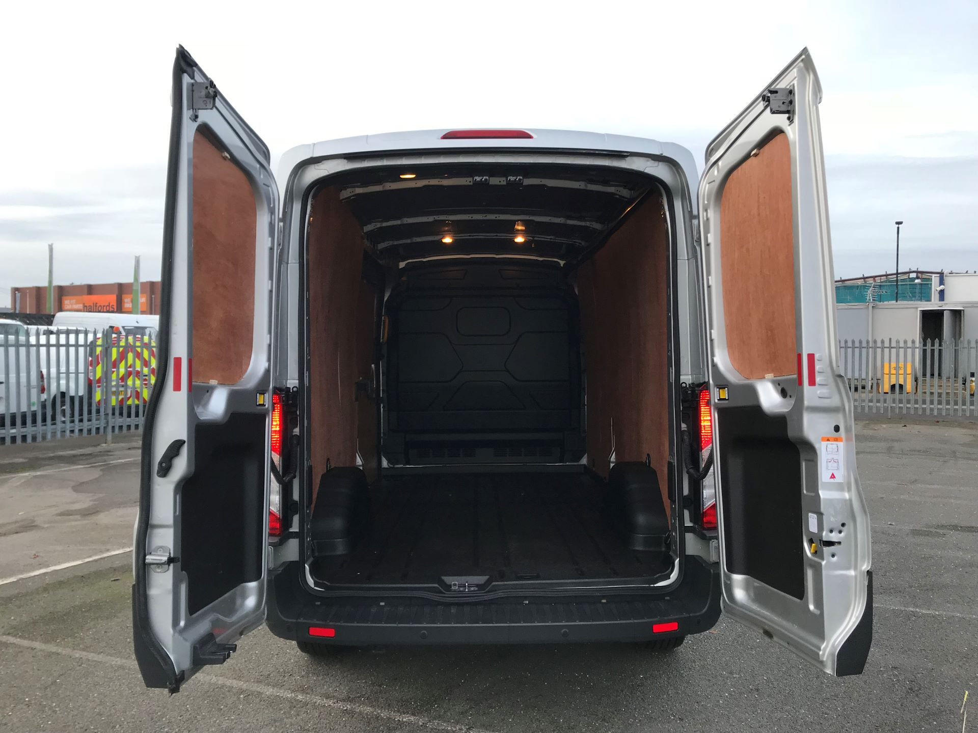 2018 Ford Transit   T350 L3 H2 130PS TREND EURO 6 (FN68ZTU) Image 7