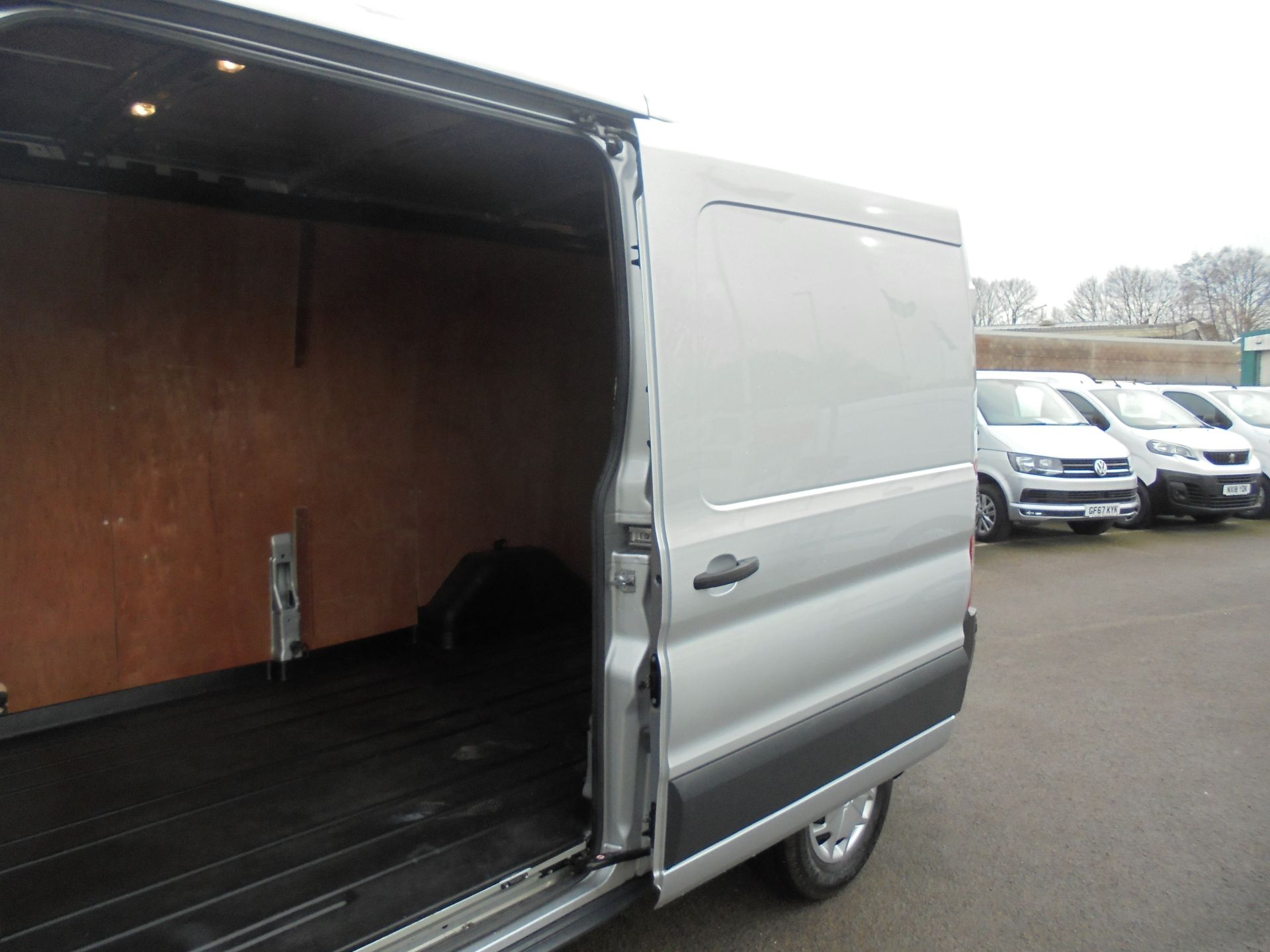 2018 Ford Transit 350 L3 2.0 TDCI 130PS H2 TREND EURO 6  (FN68ZVW) Image 8