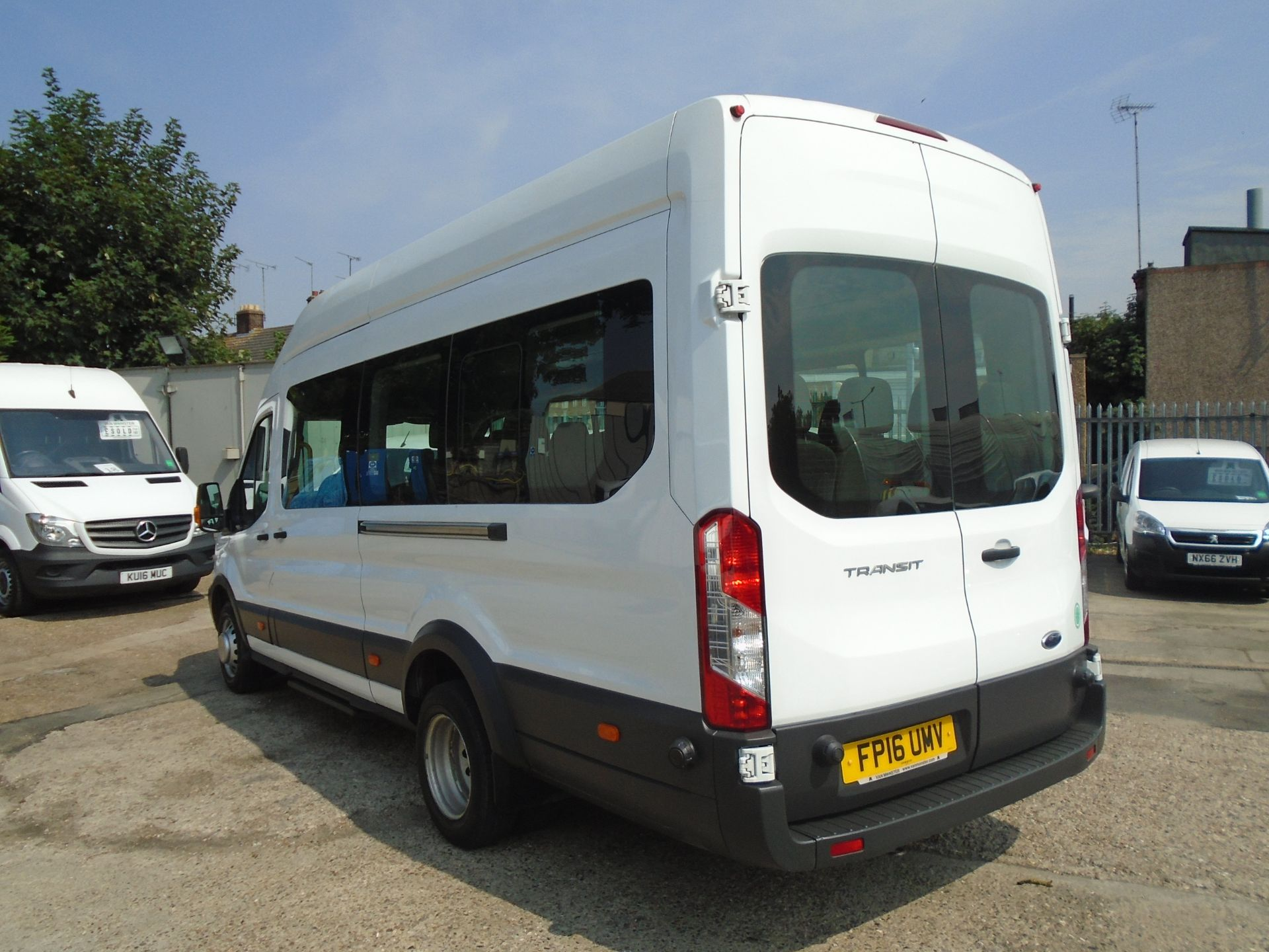 2016 Ford Transit 2.2 Tdci 125Ps H3 17 Seater (FP16UMV) Image 4