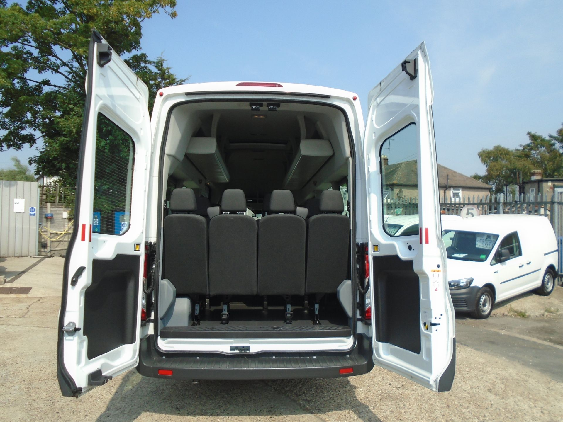 2016 Ford Transit 2.2 Tdci 125Ps H3 17 Seater (FP16UMV) Image 10