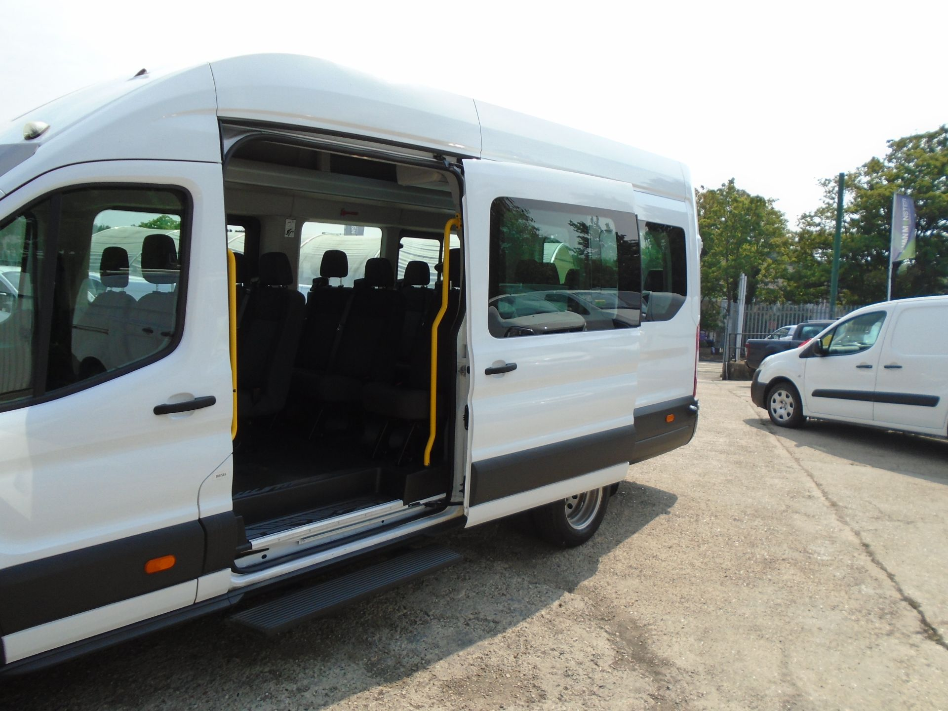 2016 Ford Transit 2.2 Tdci 125Ps H3 17 Seater (FP16UMV) Image 8