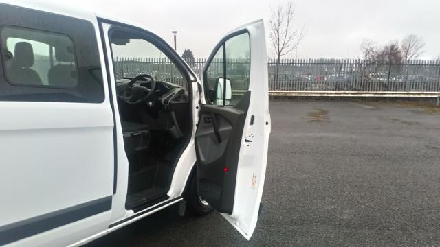 2017 Ford Transit Custom 2.0 Tdci 105Ps Low Roof D/Cab Van (FP17UZH) Image 13